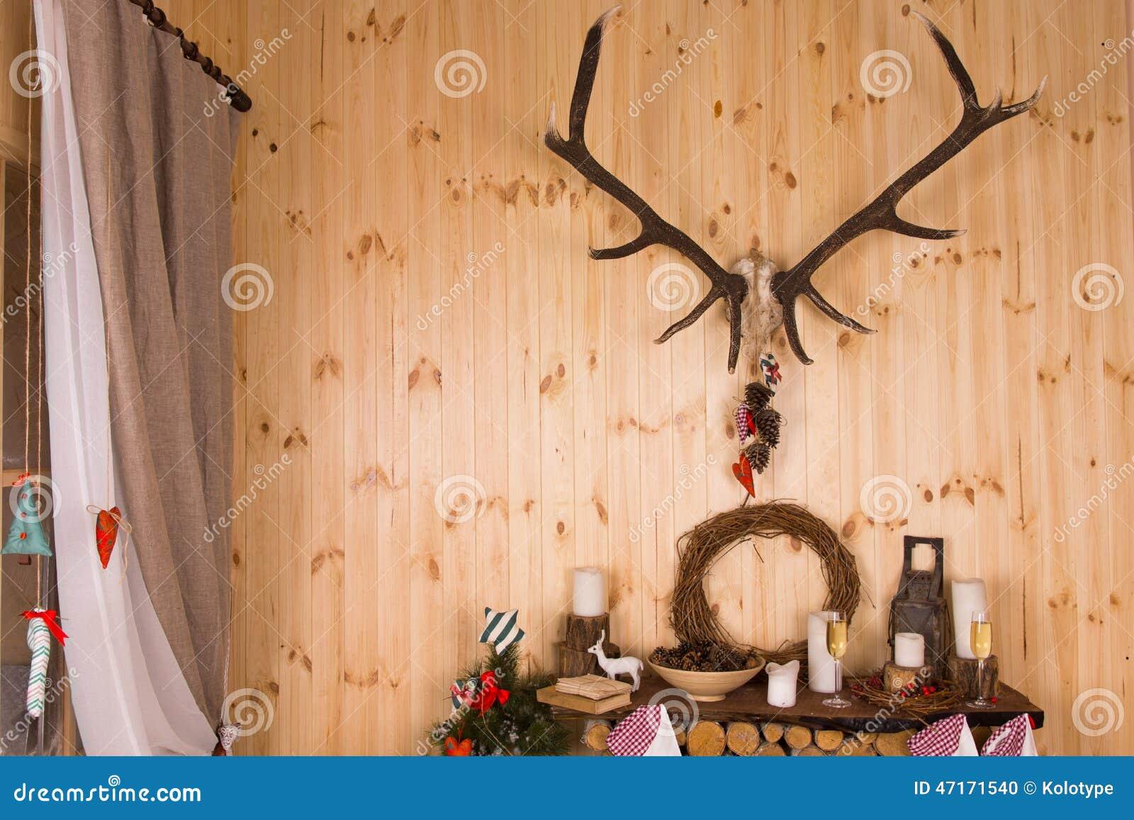 Feestelijke regeling voor kerstmis in een chalet stock foto