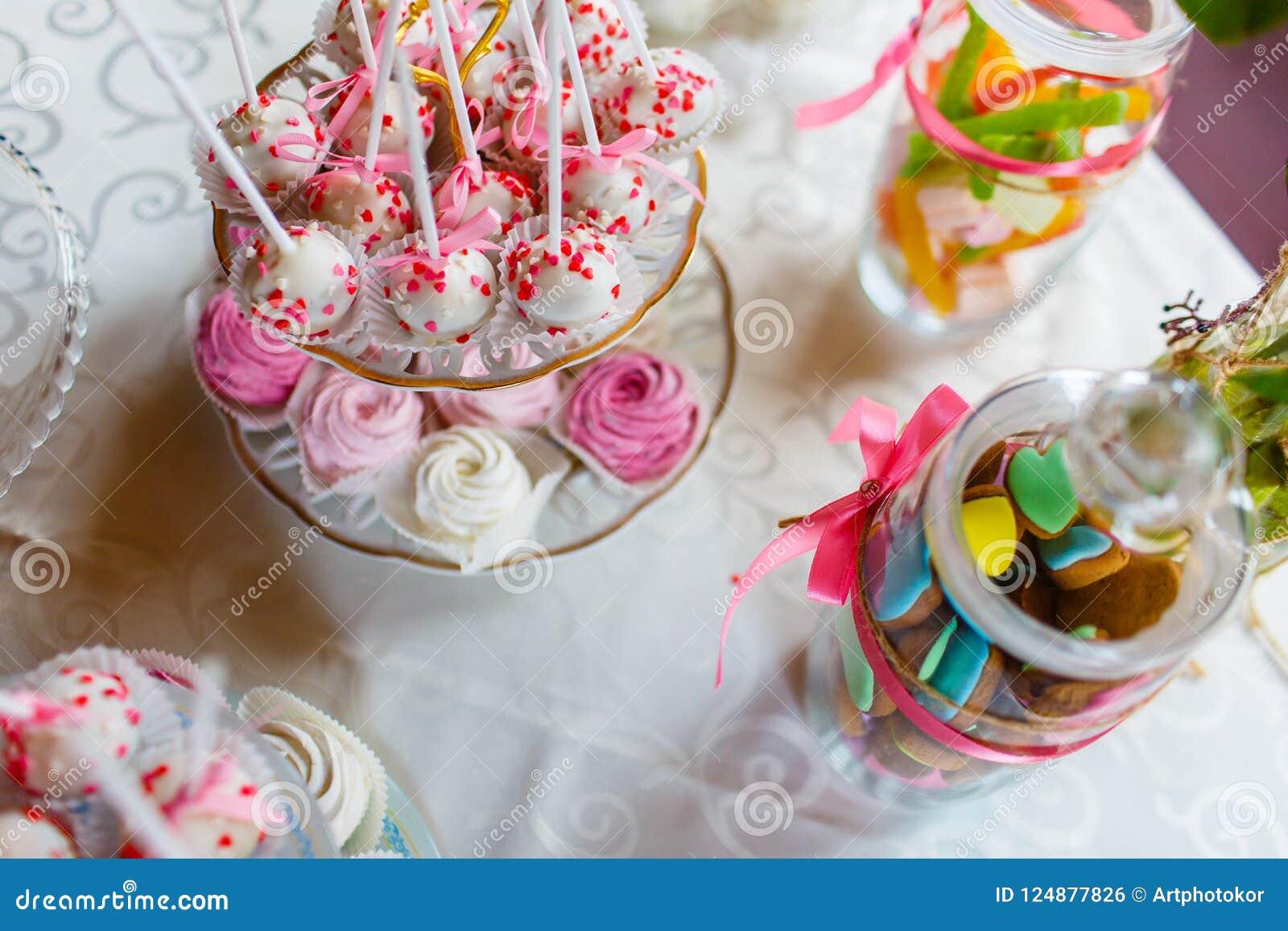 Feestelijke suikergoedbar die zich op de mening van de lijstbovenkant bevinden