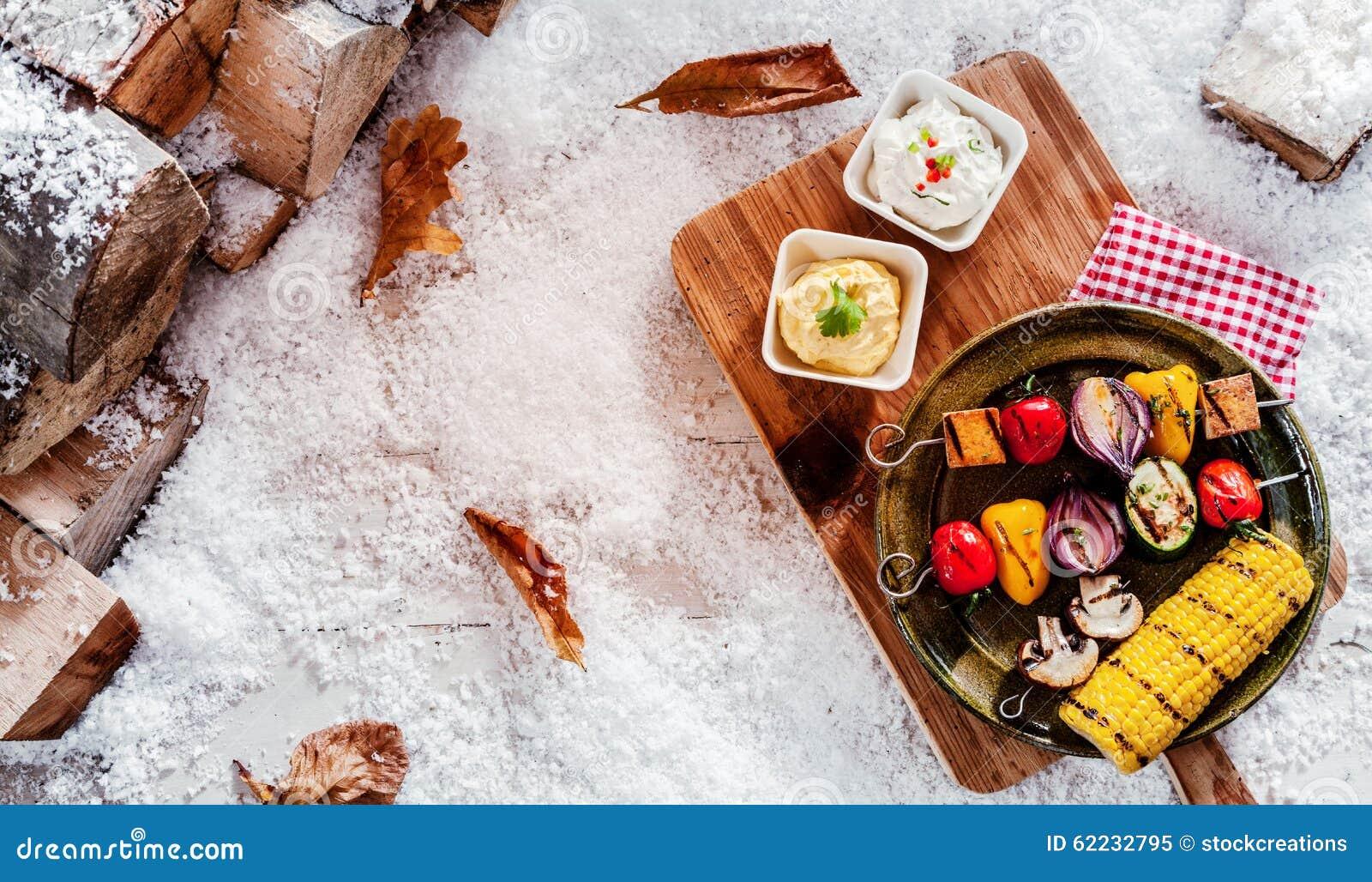 Feestelijke vegetarische de winterbarbecue stock foto afbeelding 62232795 - Hoek maaltijd ...