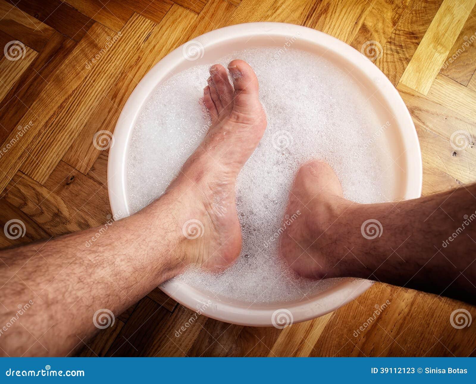 Фото мужских ног в ванной 11 фотография