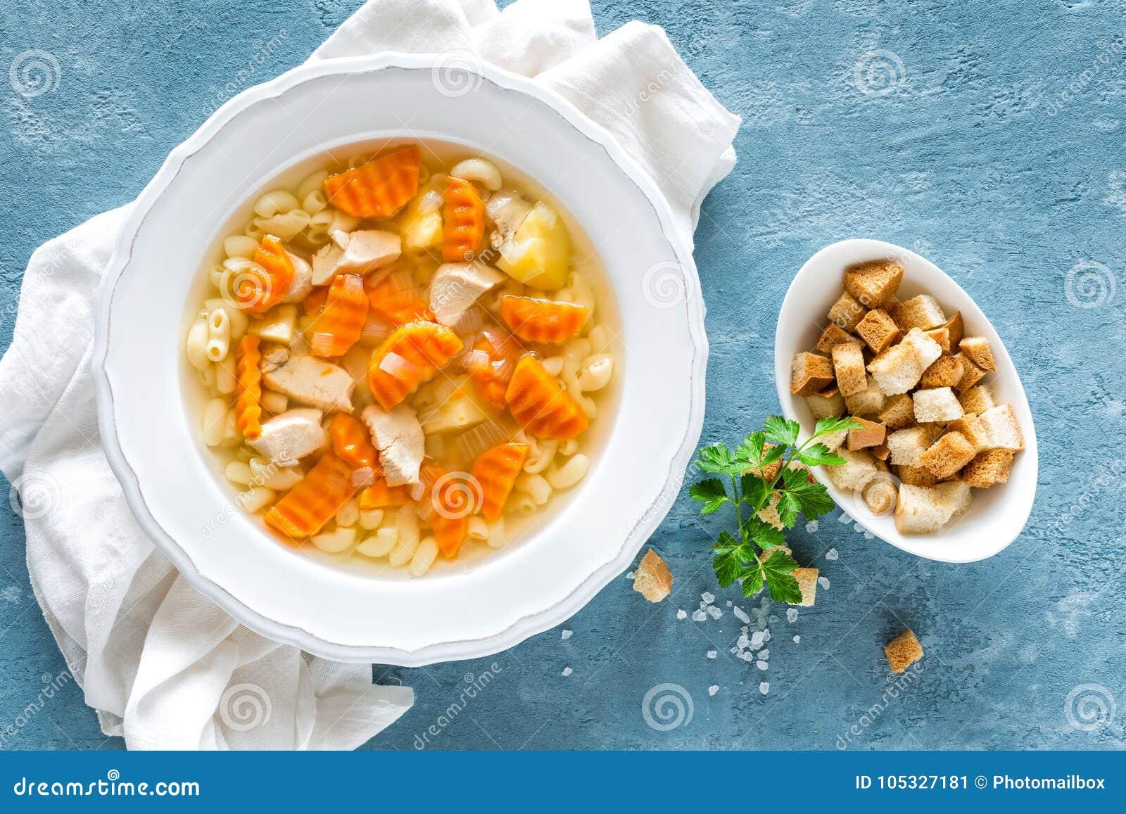 soppa med pasta och grönsaker