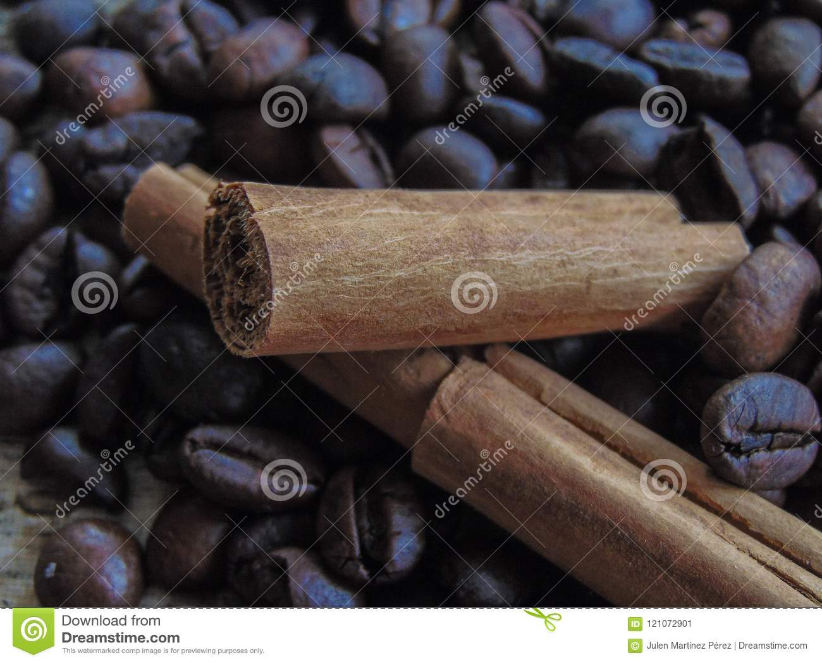 Feijões de café com chocolate e canela