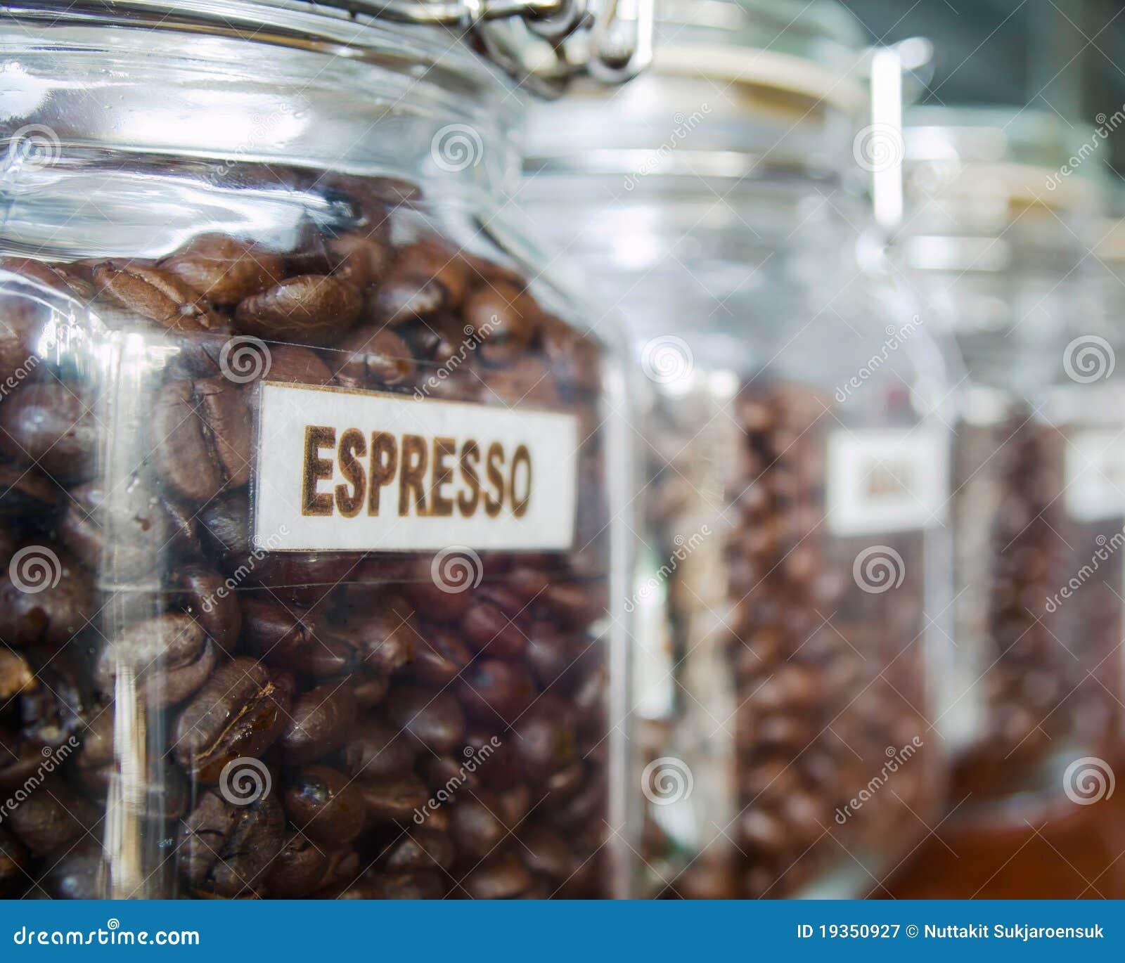 Feijões de café no vidro