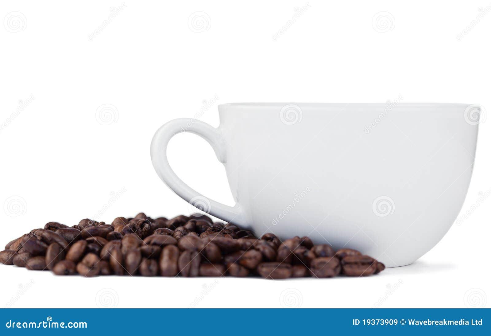 Feijões e chávena de café de café