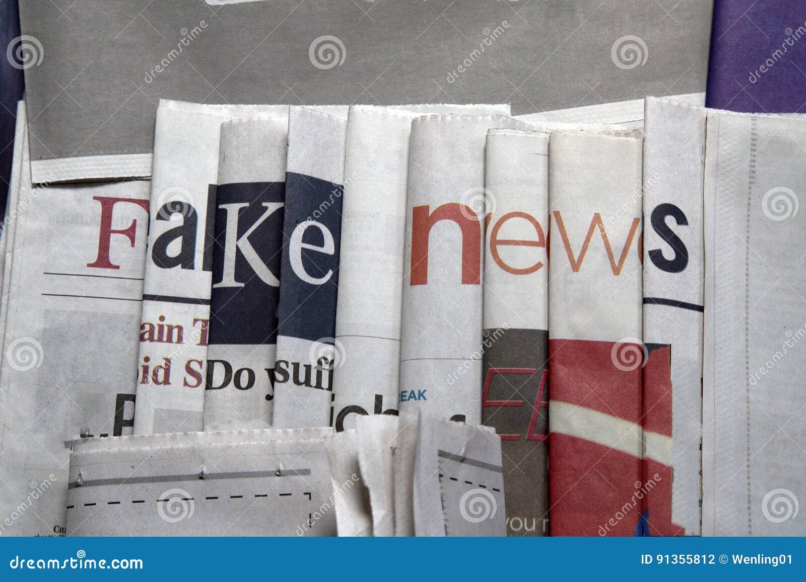 Fejka nyheterna på tidningsbakgrund