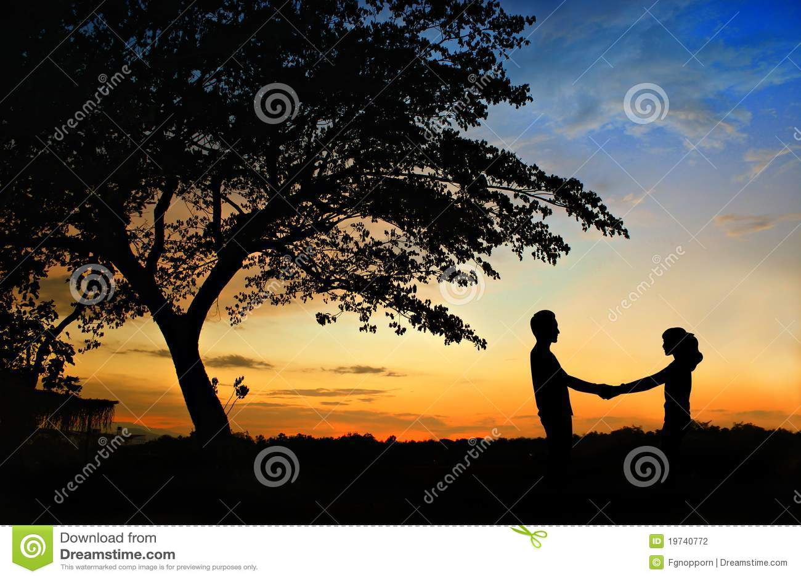 Felicidad y escena romántica