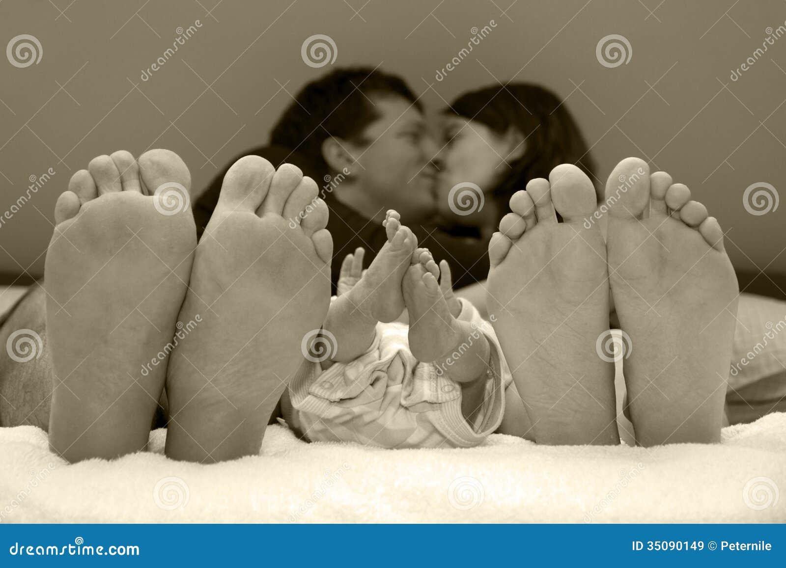 Favorito Felicità Della Famiglia Con Il Neonato Immagine Stock - Immagine  AU05
