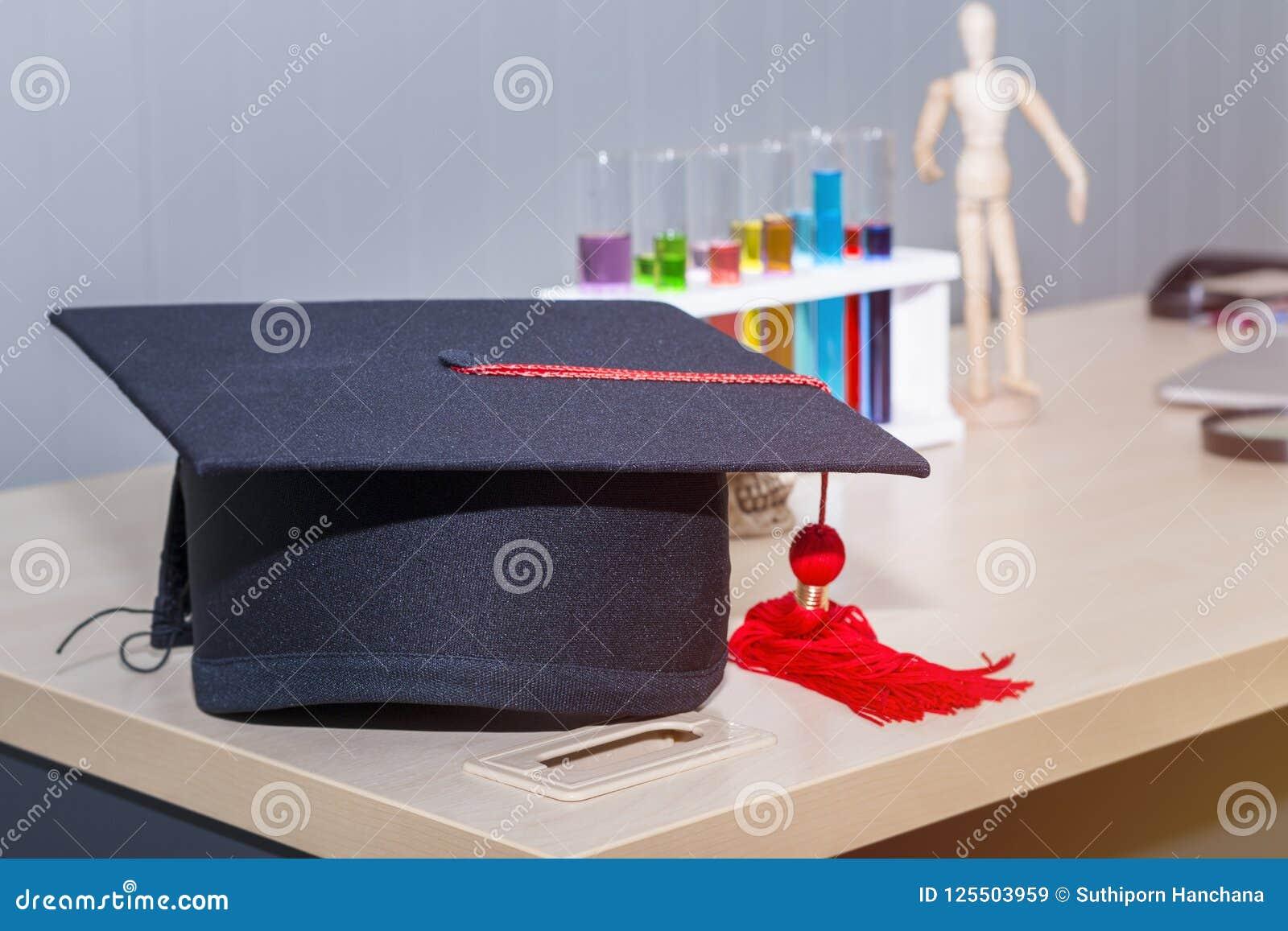 Felicite o graduado à faculdade de medicina e de conceito da ciência