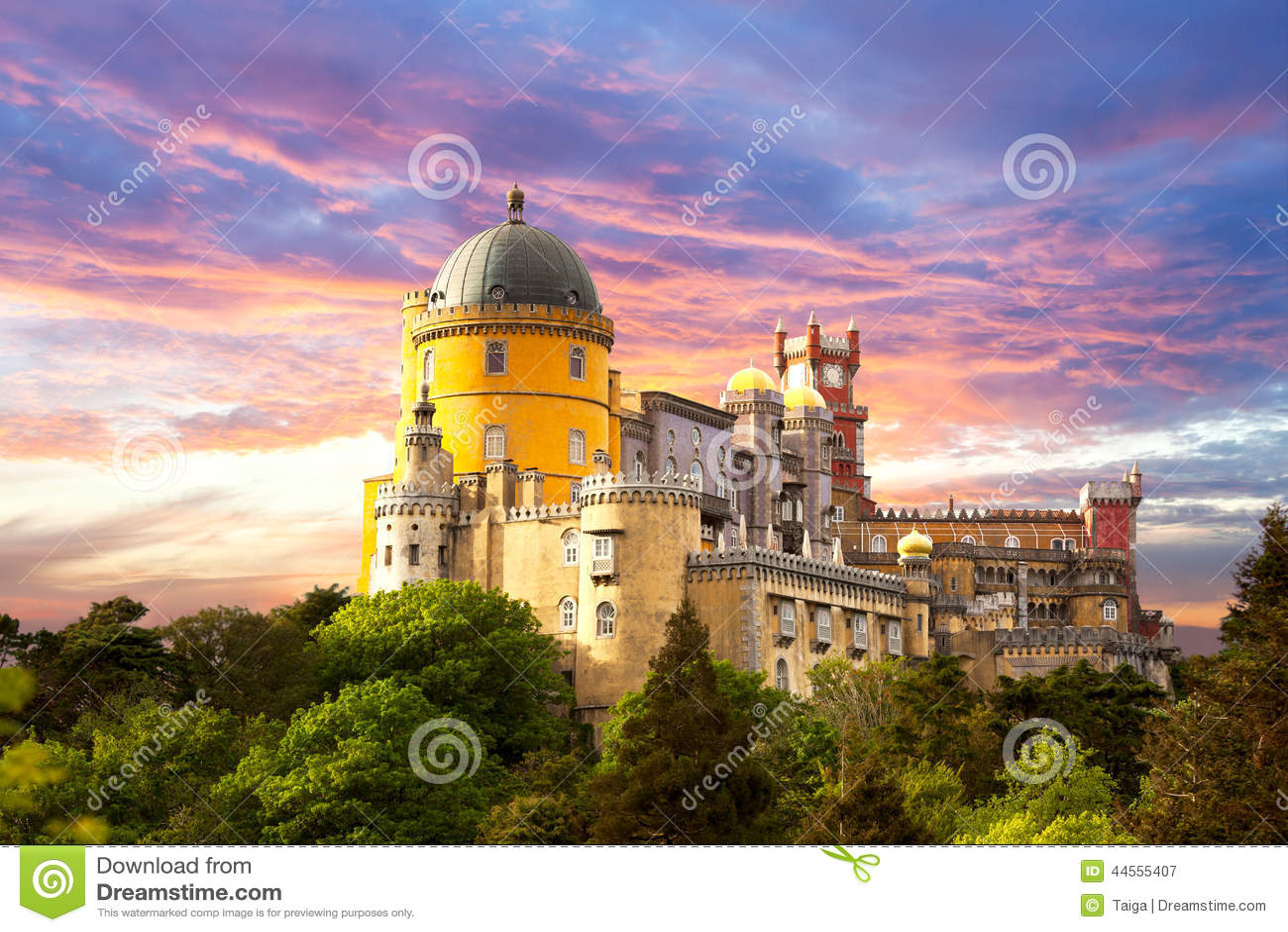 Felik slott mot solnedgånghimmel - Sintra, Portugal, Europa