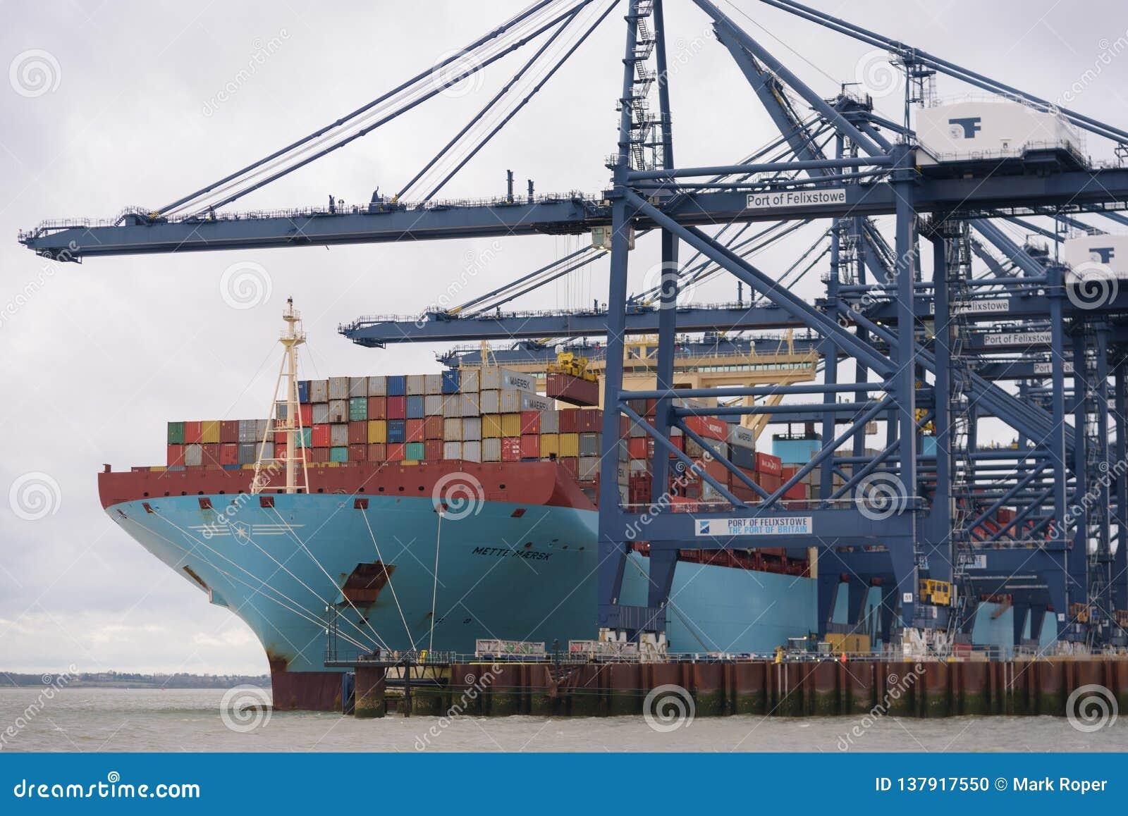 FELIXSTOWE, REGNO UNITO - 29 DICEMBRE 2018: Linea nave porta-container Mette Maersk di Maersk che ha contenitori caricati al port