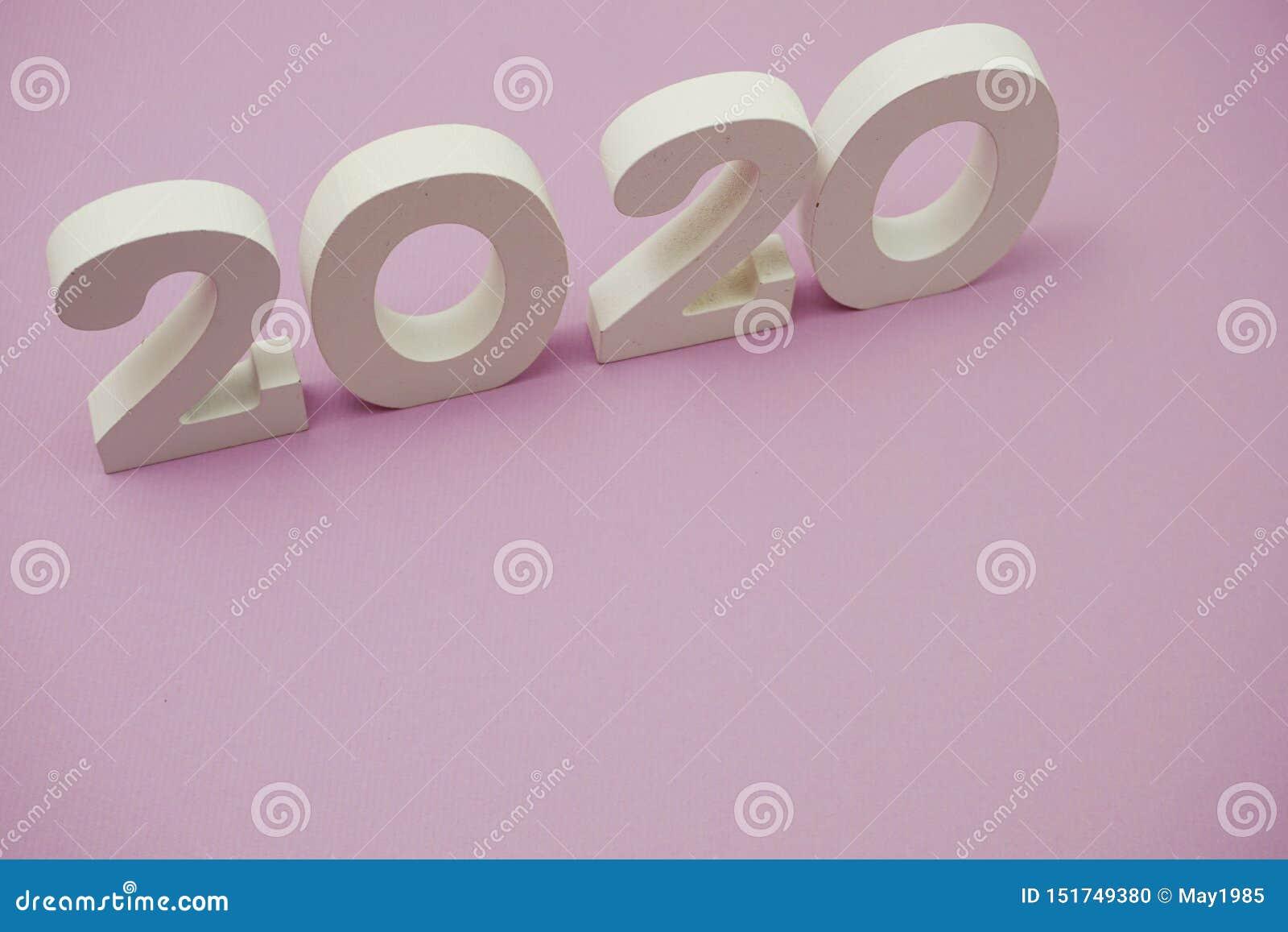 2020 feliz ano novo com cópia espacial em roxo