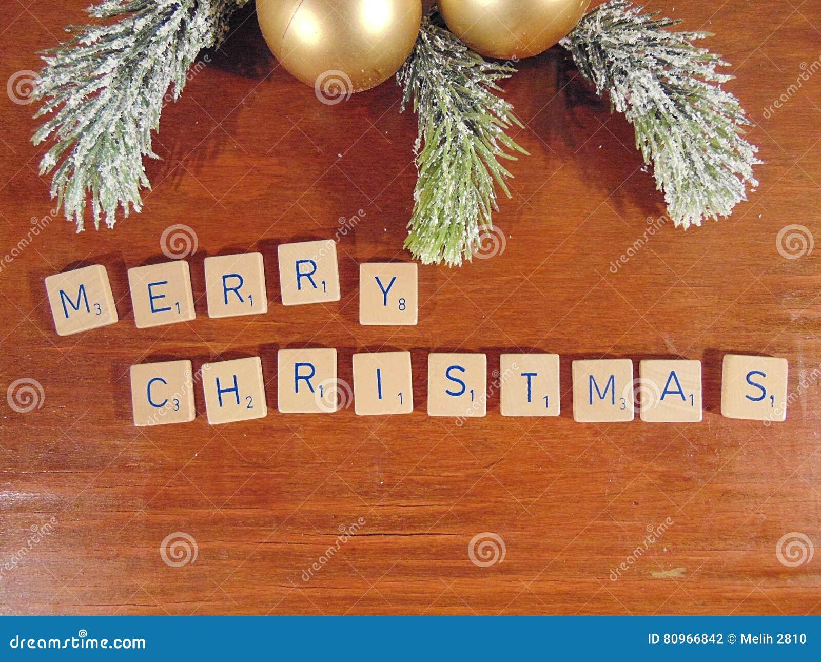 Feliz Natal escrito na madeira com decoração