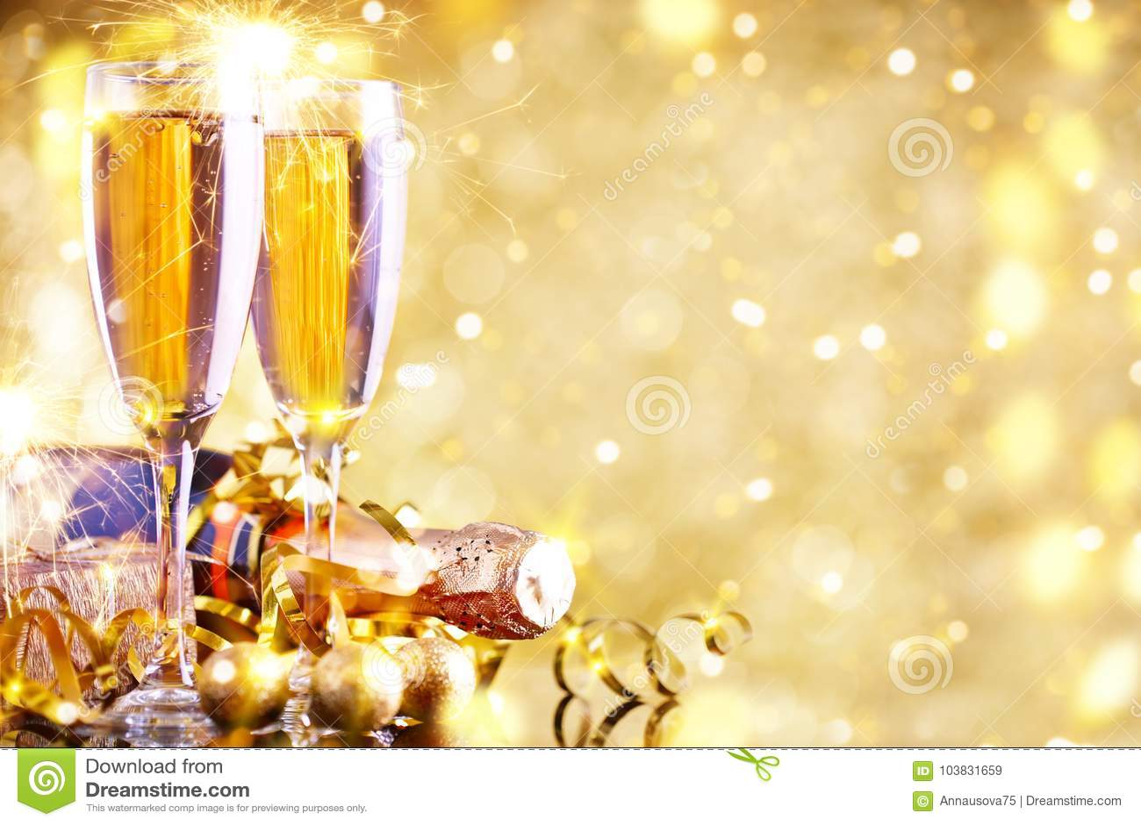 Feliz Navidad y Feliz Año Nuevo Un fondo del ` s del Año Nuevo con las decoraciones del Año Nuevo Tarjeta del ` s del Año Nuevo