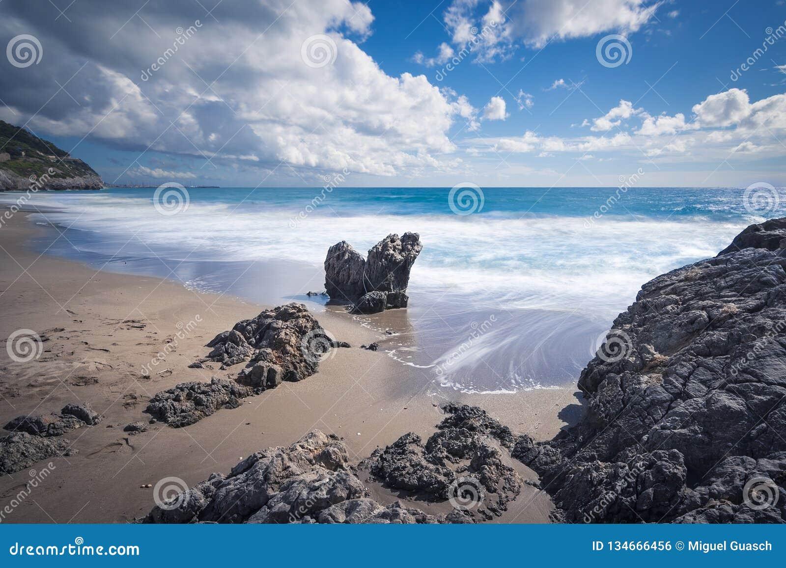 Felsen auf dem Strand