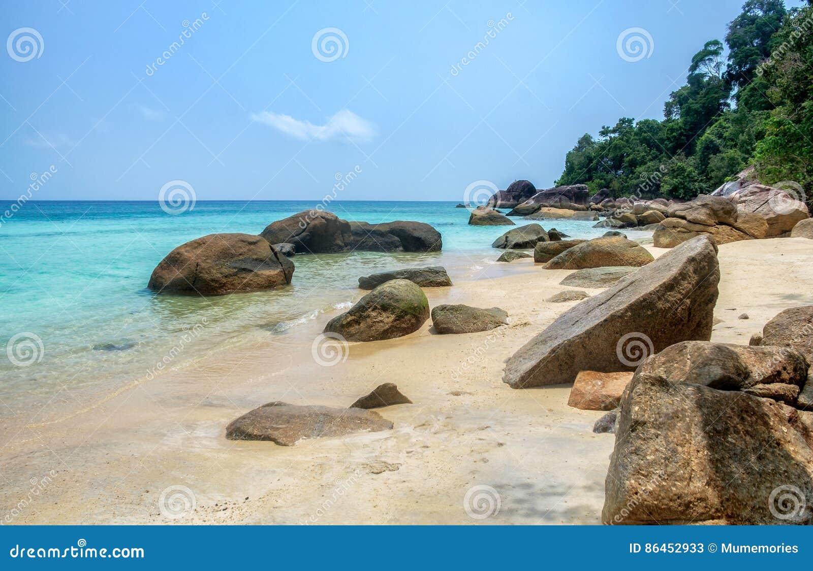 Felsen auf Küstenstrand am lipe