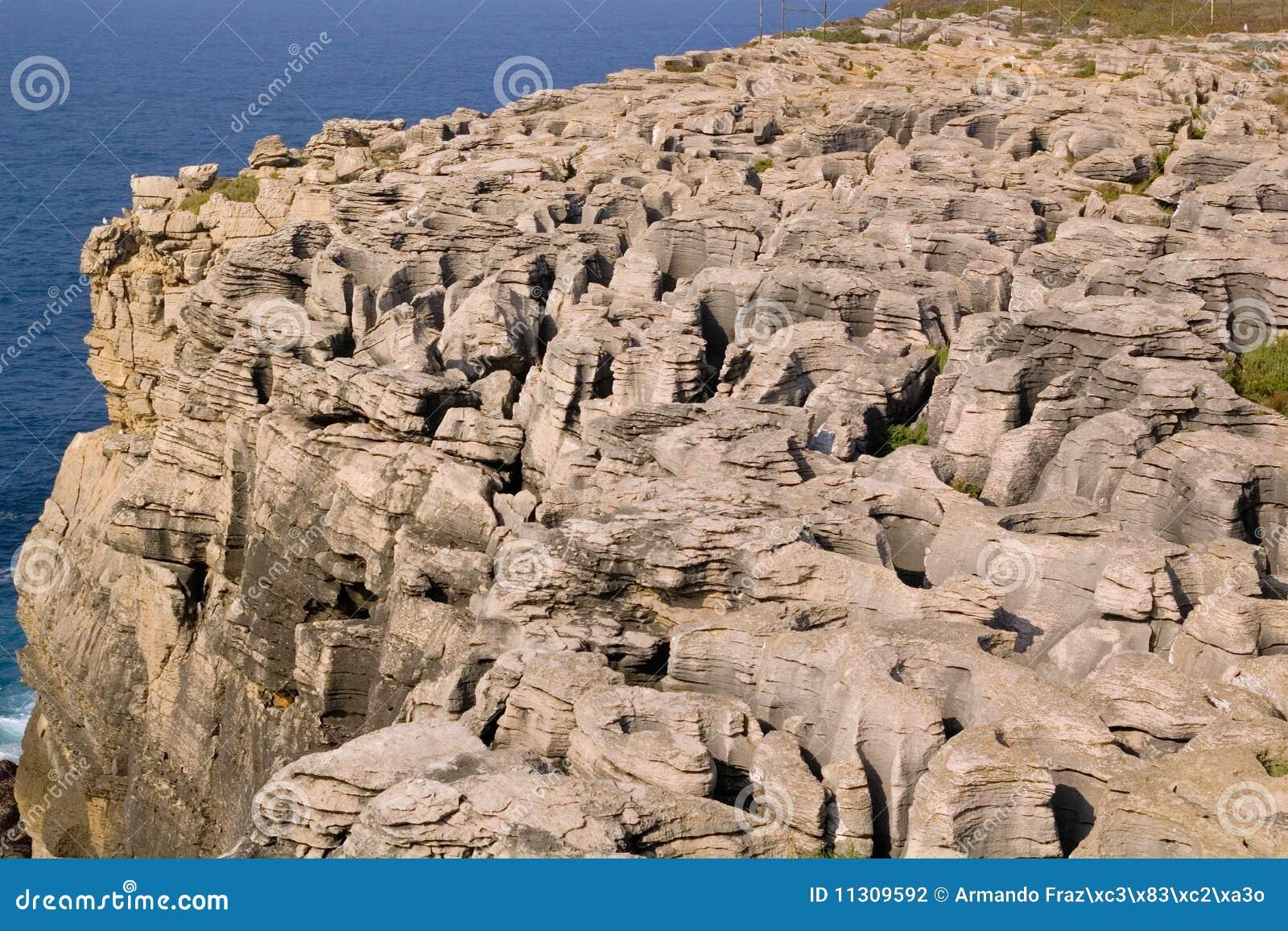 Felsen durch das Meer