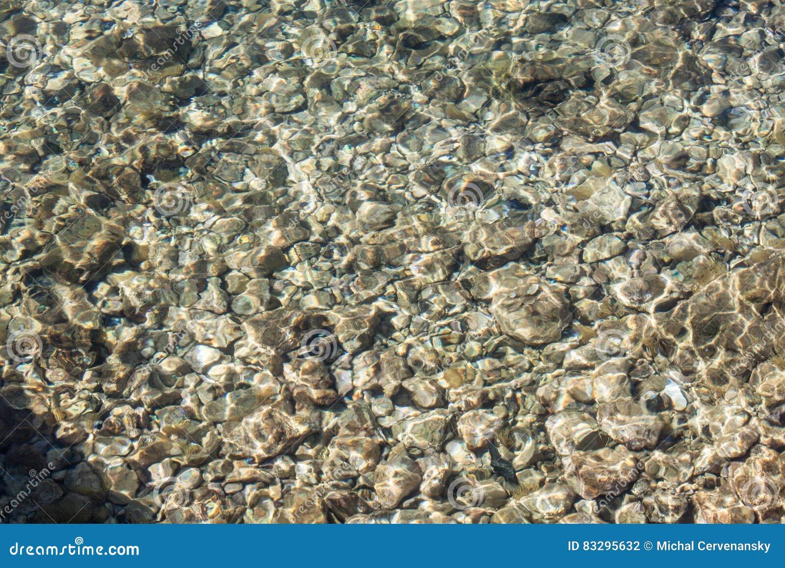 Felsen im Meerwasser