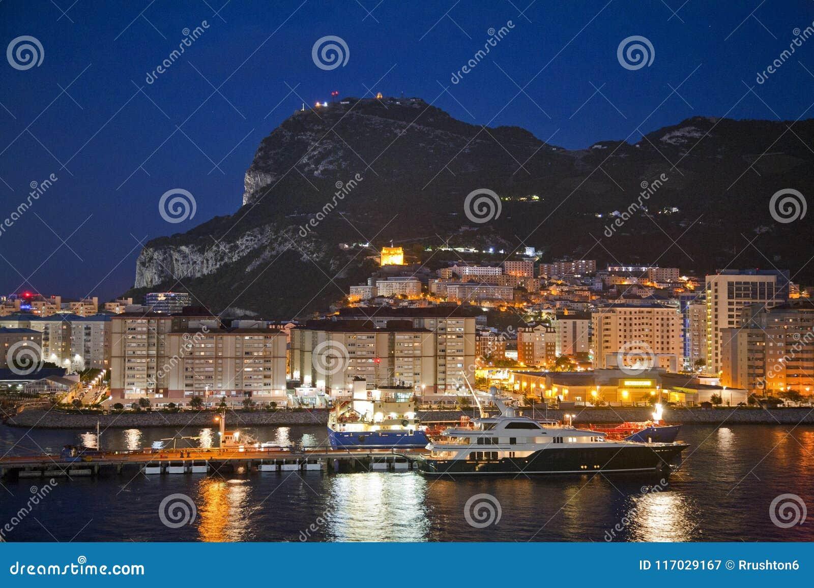 Felsen von Gibraltar nachts