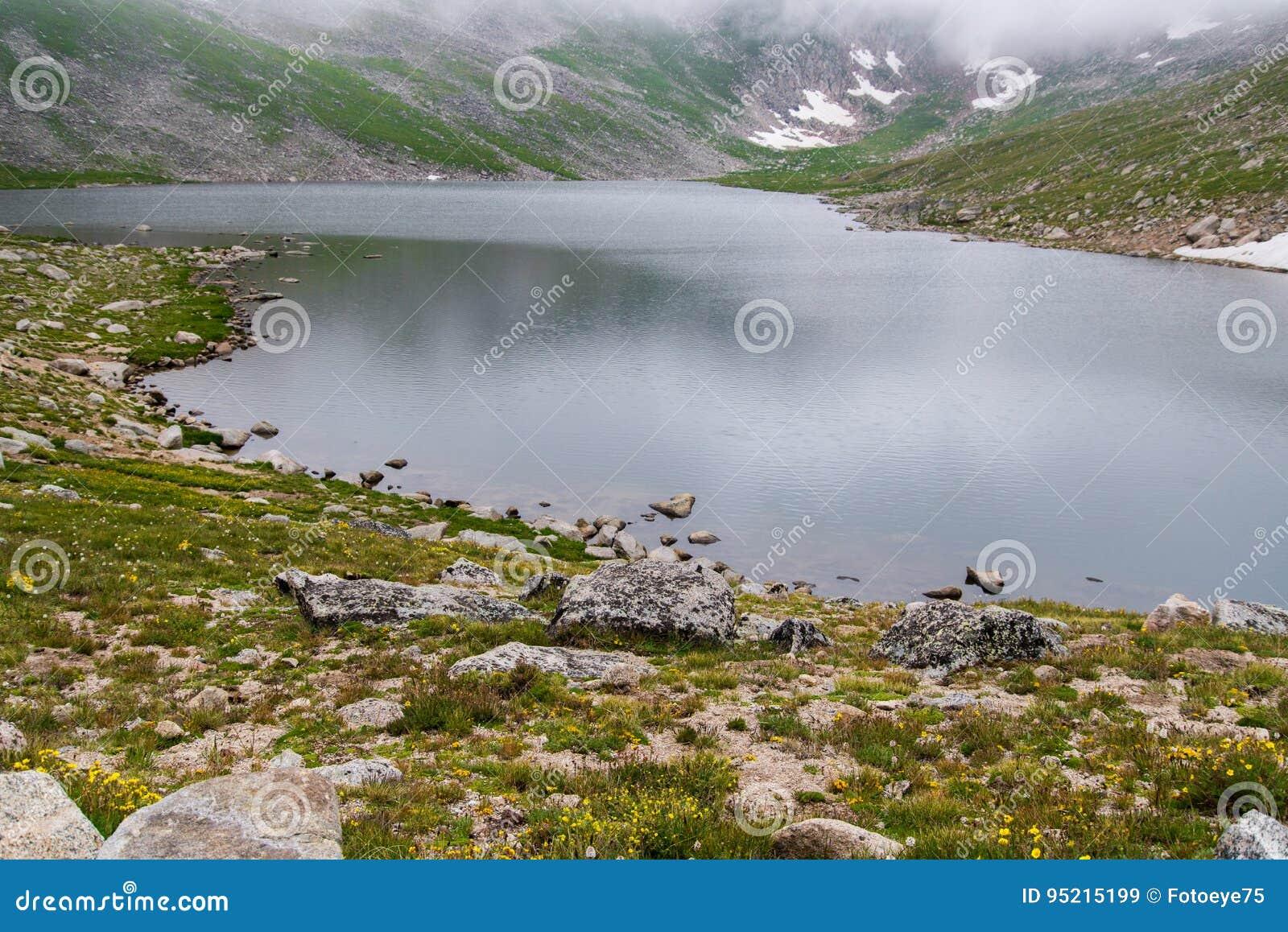 Felsiger Gebirgssee auf mt Evans Colorado