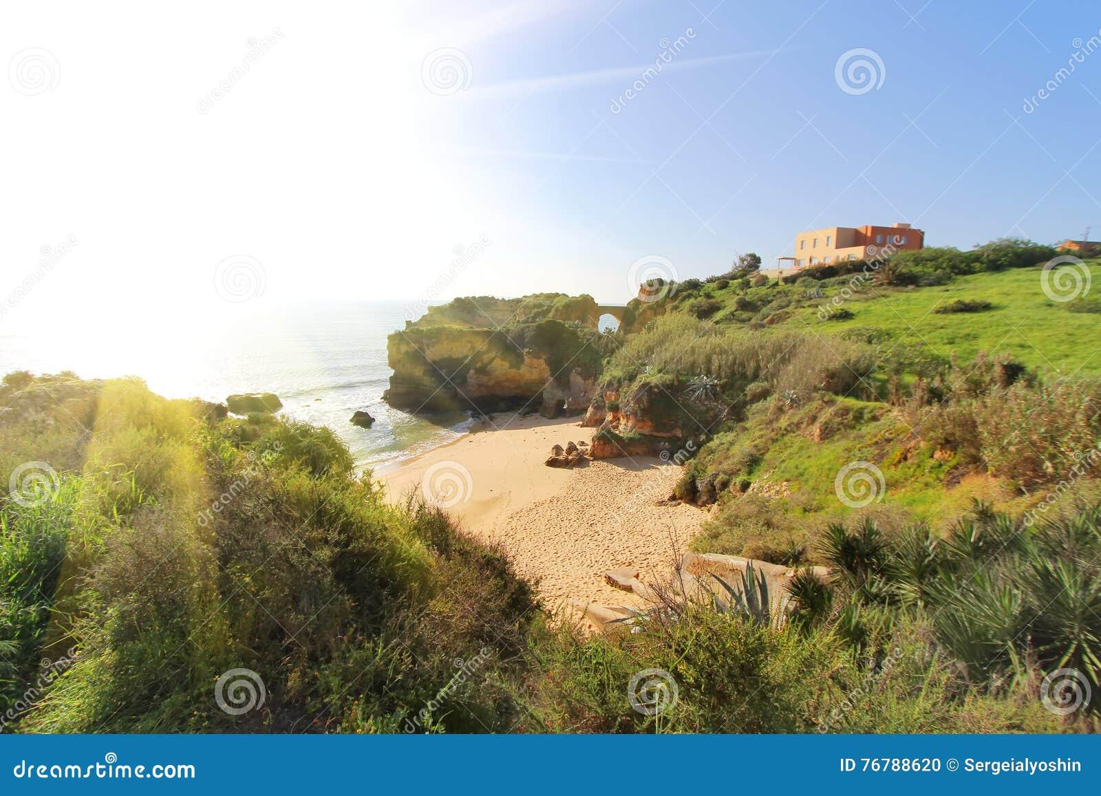 Felsiger Strand Bei Sonnenuntergang, Lagos, Portugal Gegenlicht ...
