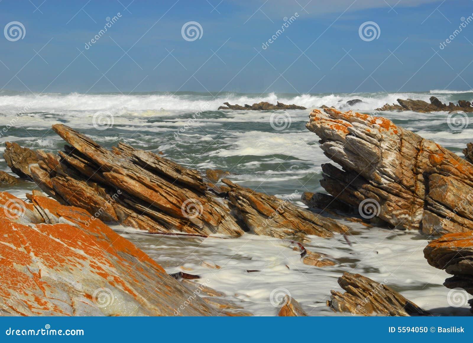 Felsiger Strand des Umhangs Agulhas