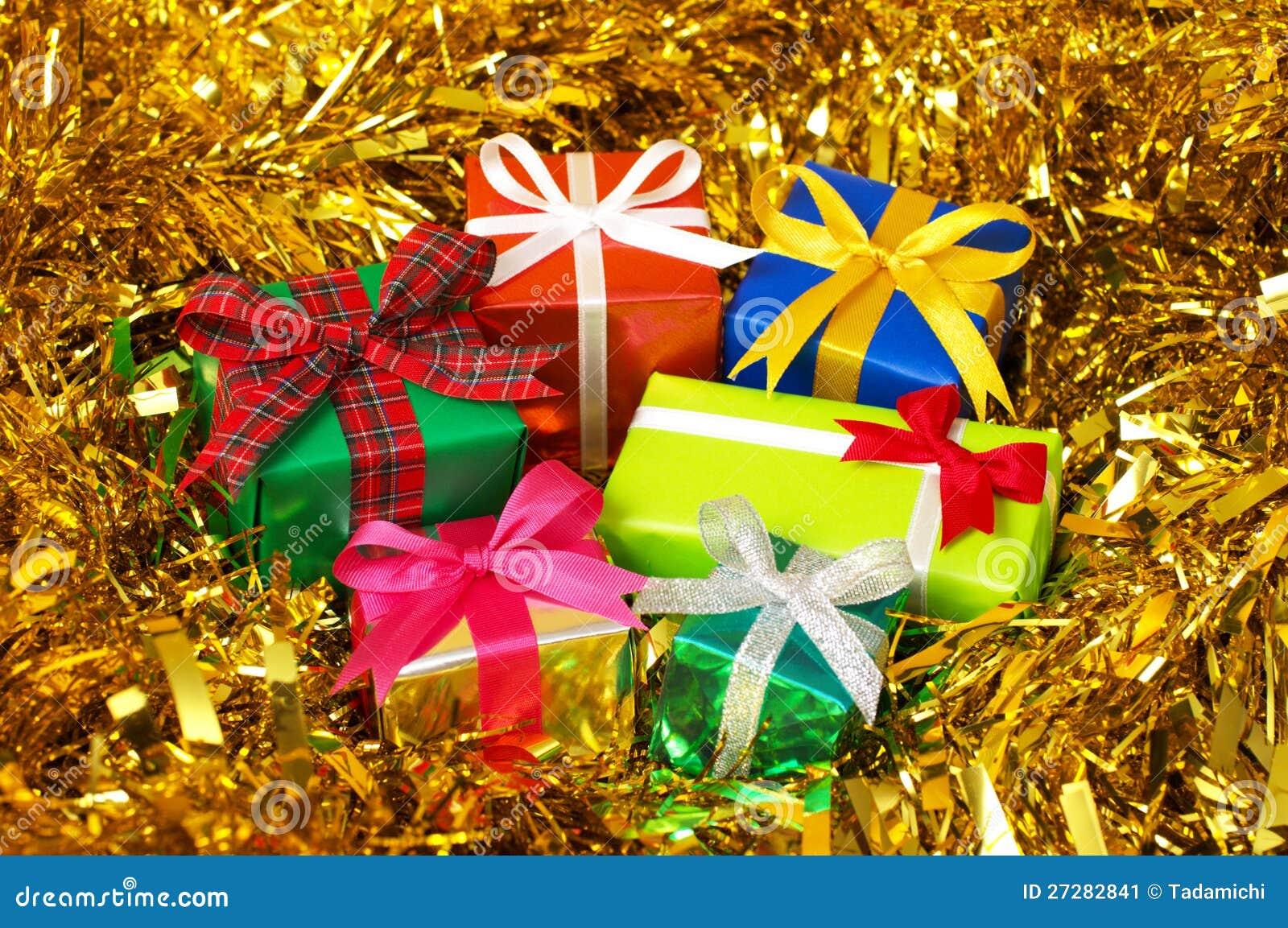 Fem färgrika gåvor på guldglitter. (horisontal)