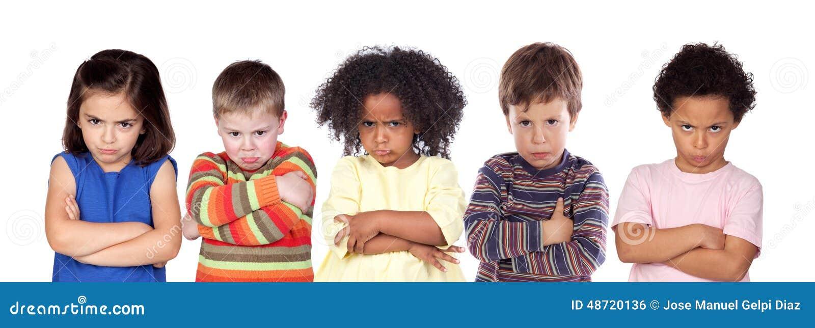 Fem ilskna barn
