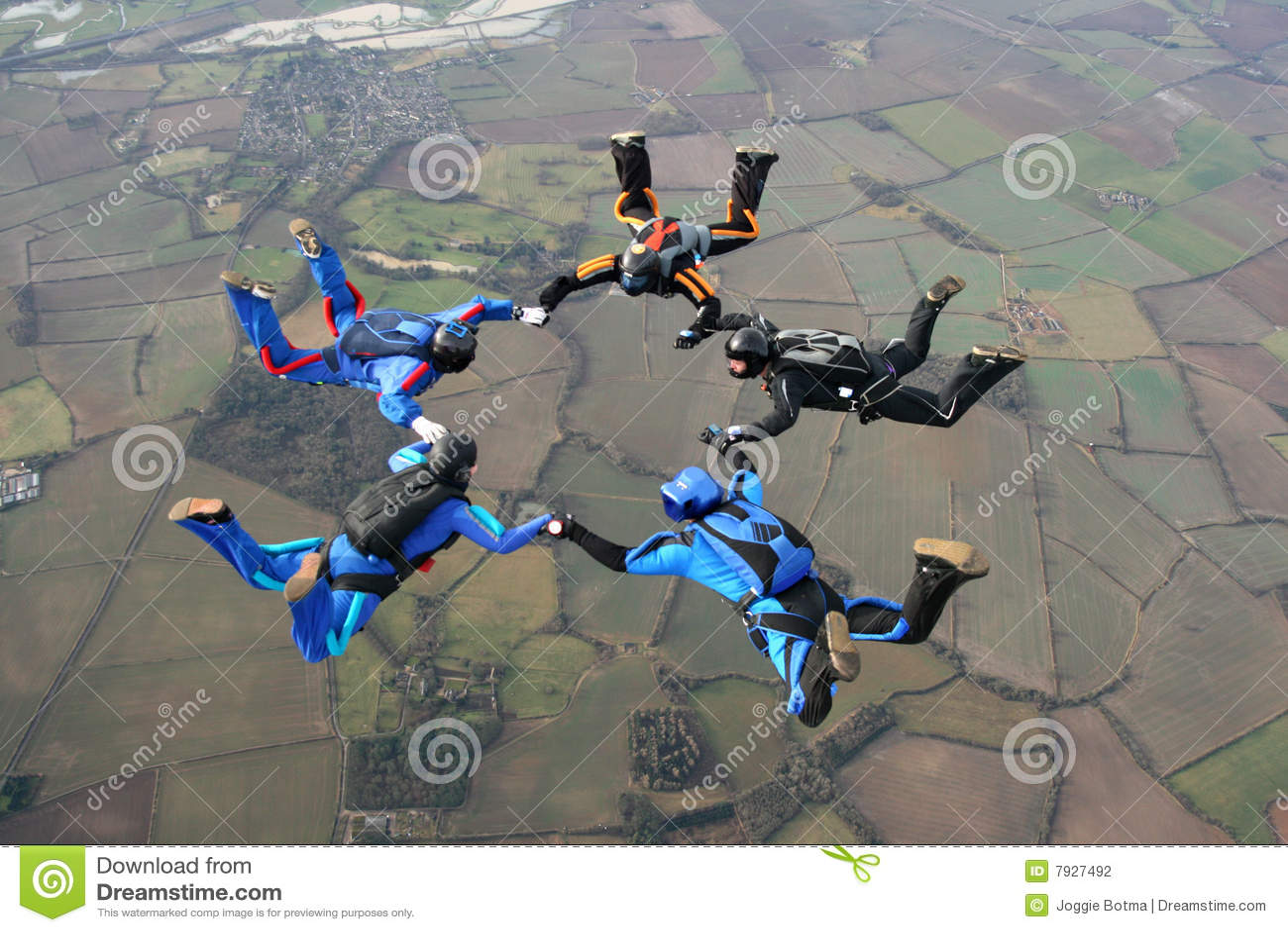 Fem skydivers