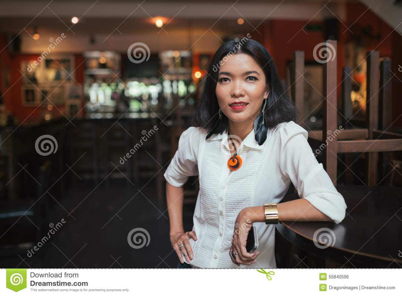Female Bar Manager  Bar Manager