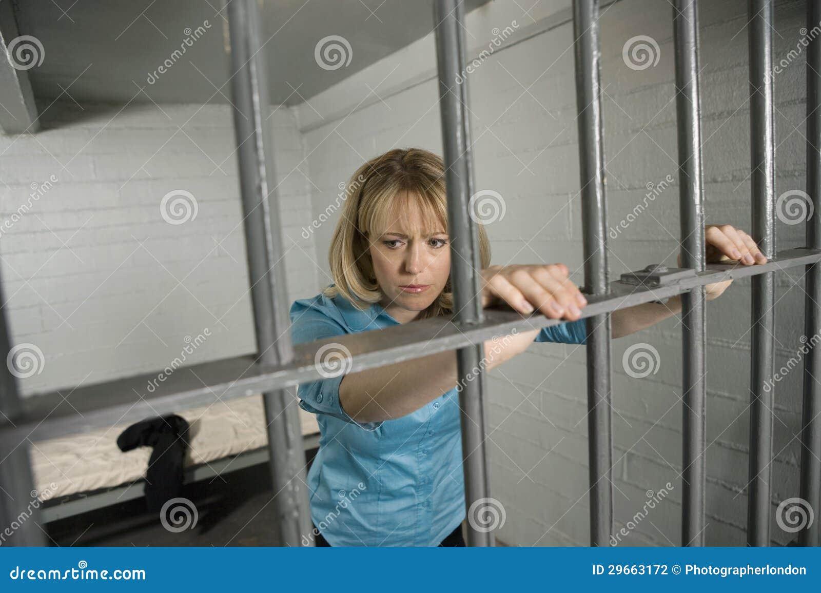 Фото девушек в тюрьме в россии