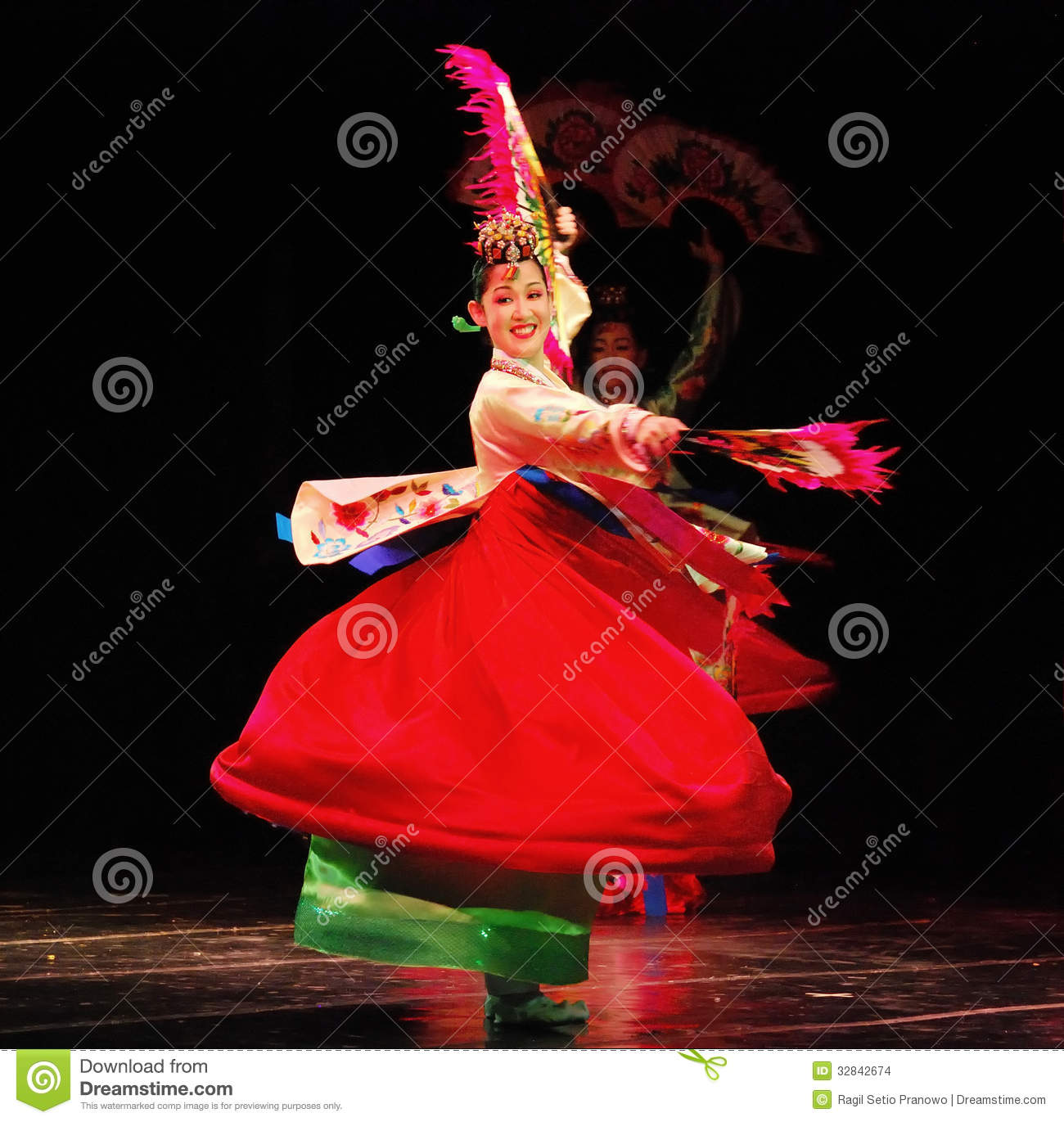 Female Dancer Of Traditional Korean Dance Editorial Stock