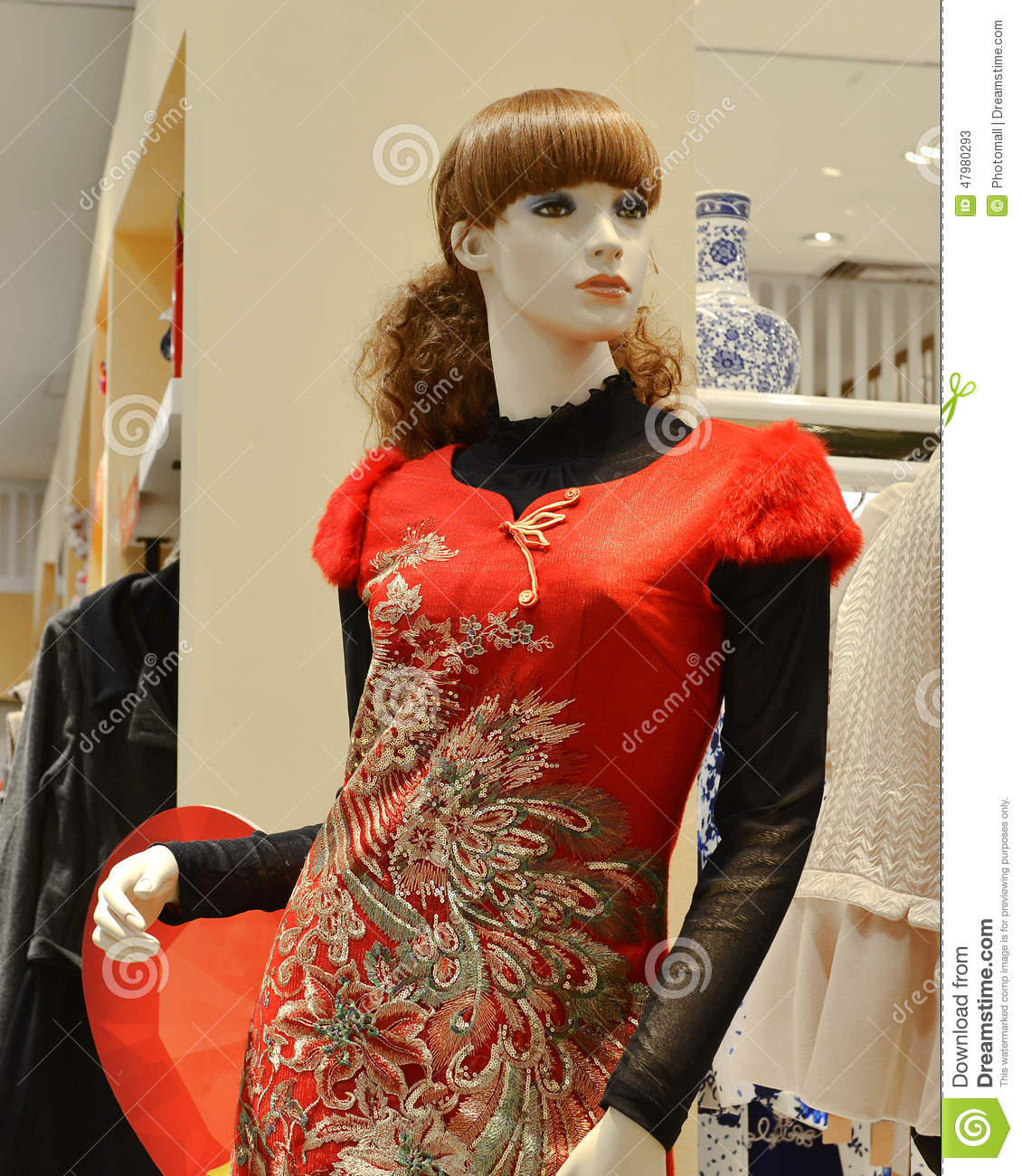 red-chinese-traditional-clothing-phoenix-pattern-clothing-store
