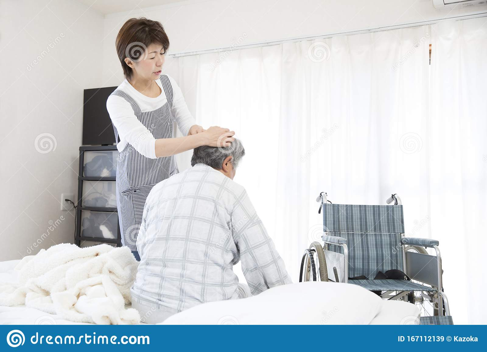 Home Care Helper To Help Move Stock Image Image Of Family Dwelling 167112139