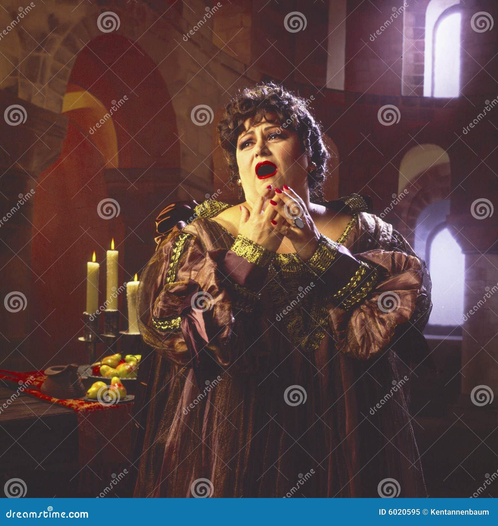 Female opera singer_3