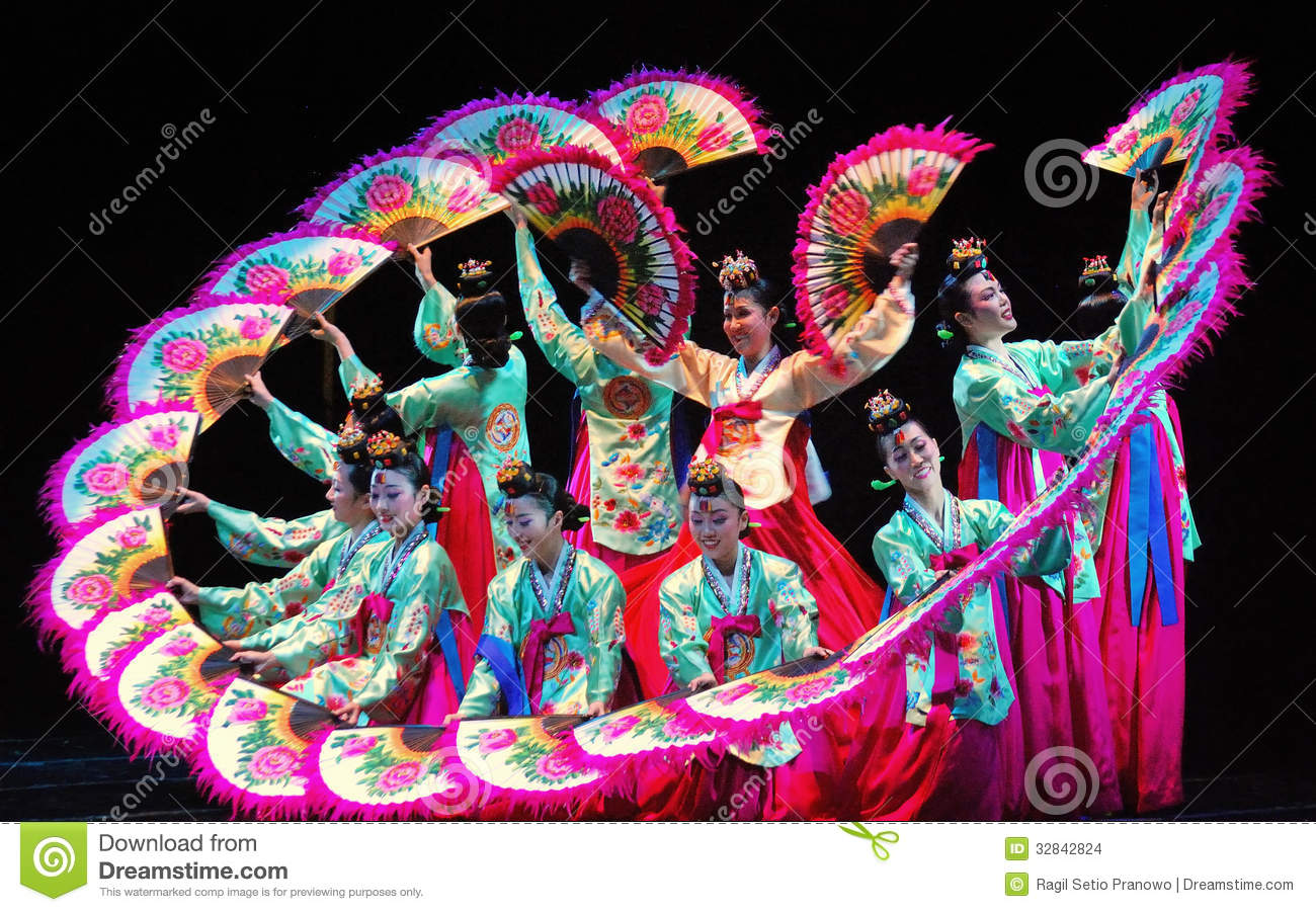 Female Performer Of Traditional Korean Dance Editorial Stock Image  Image: 32842824