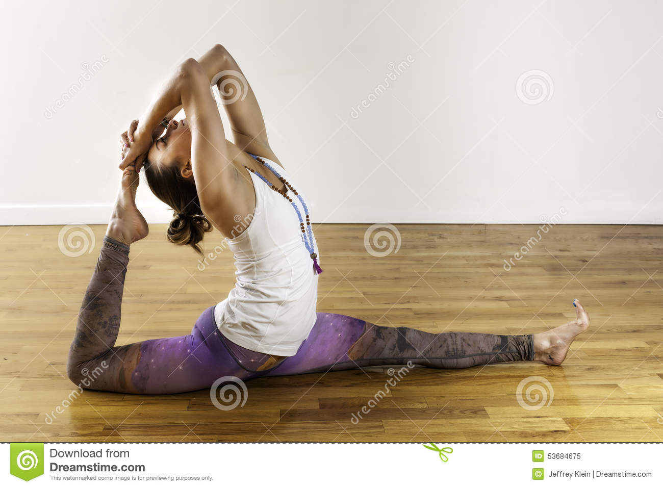 [Image: female-yoga-hanuman-variation-splits-pos...684675.jpg]