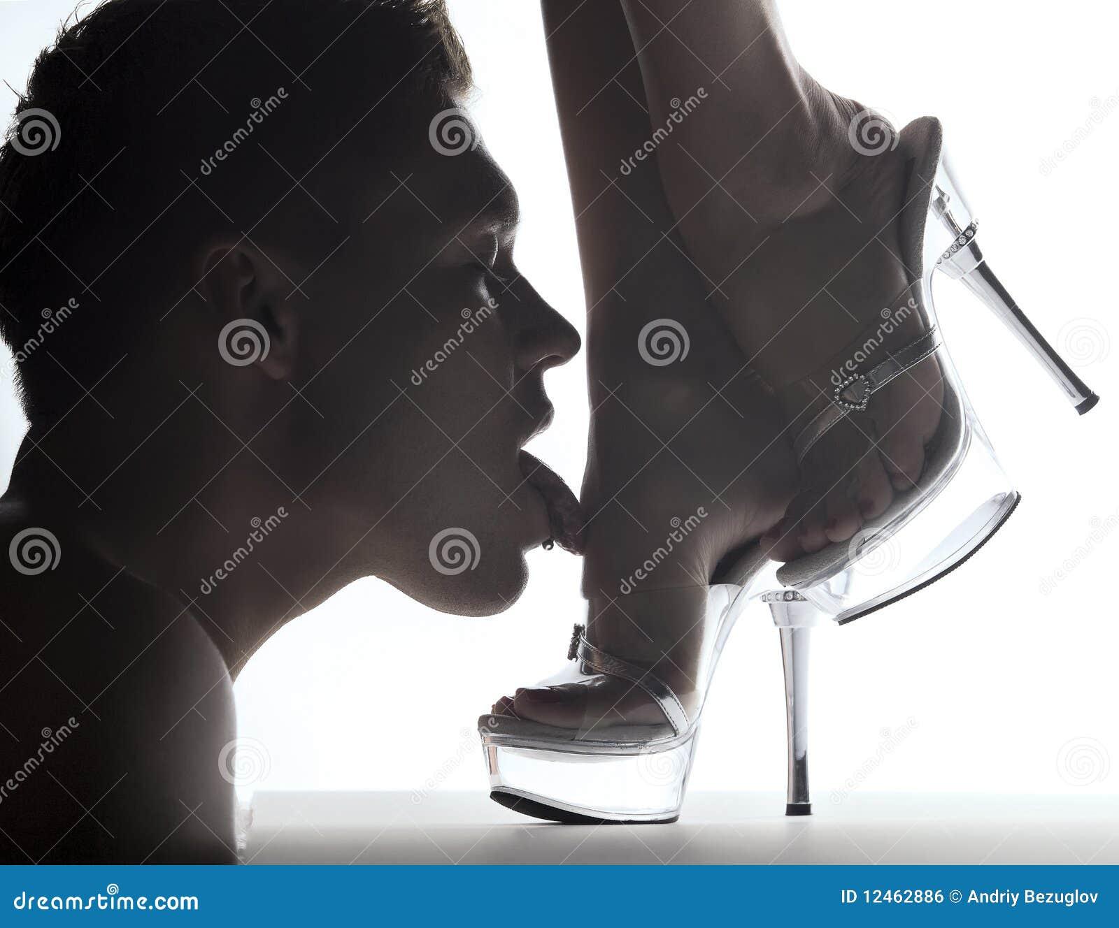 Рабыня в носках 3 фотография