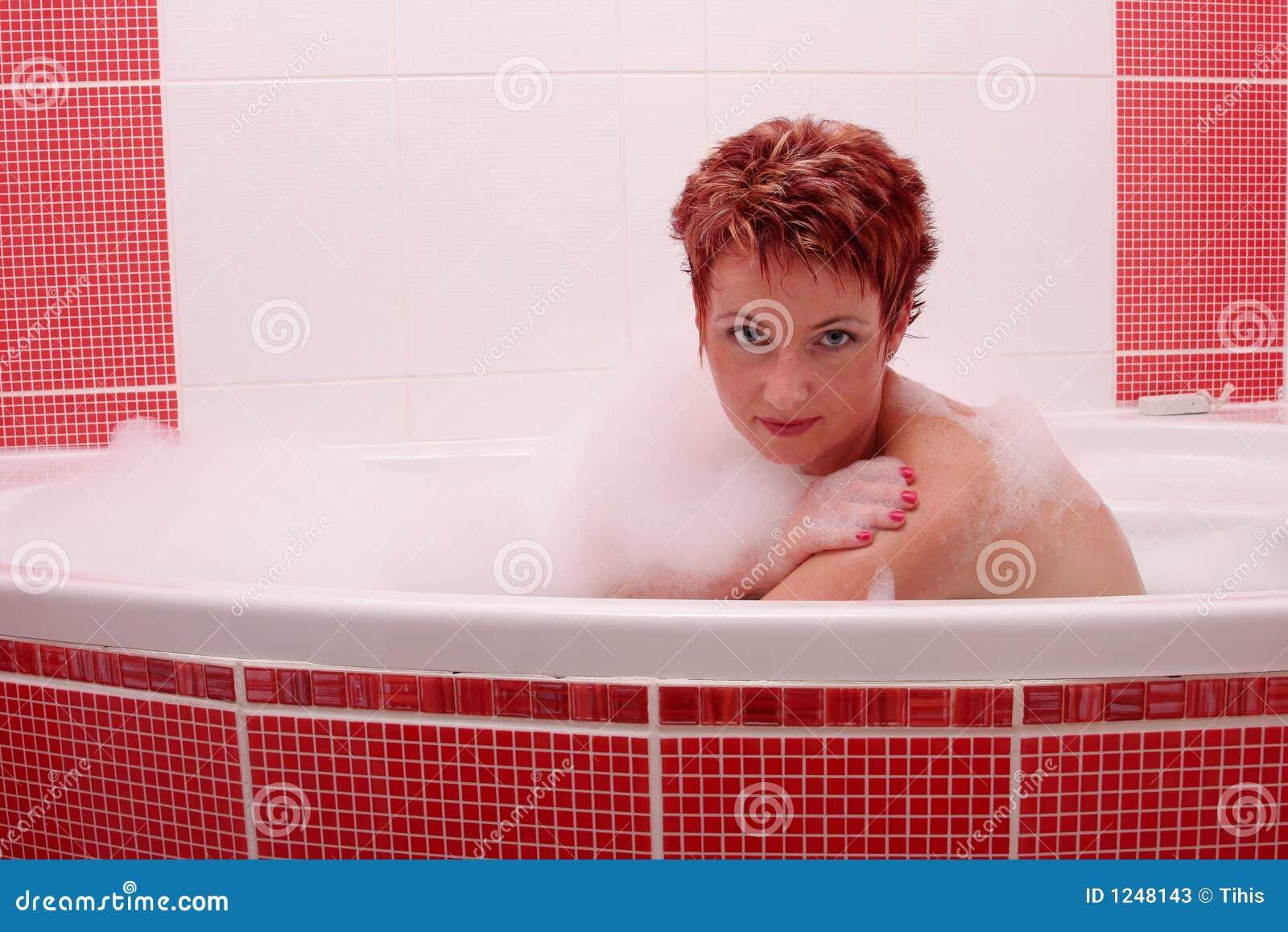 Femme à Bath de bulle 2