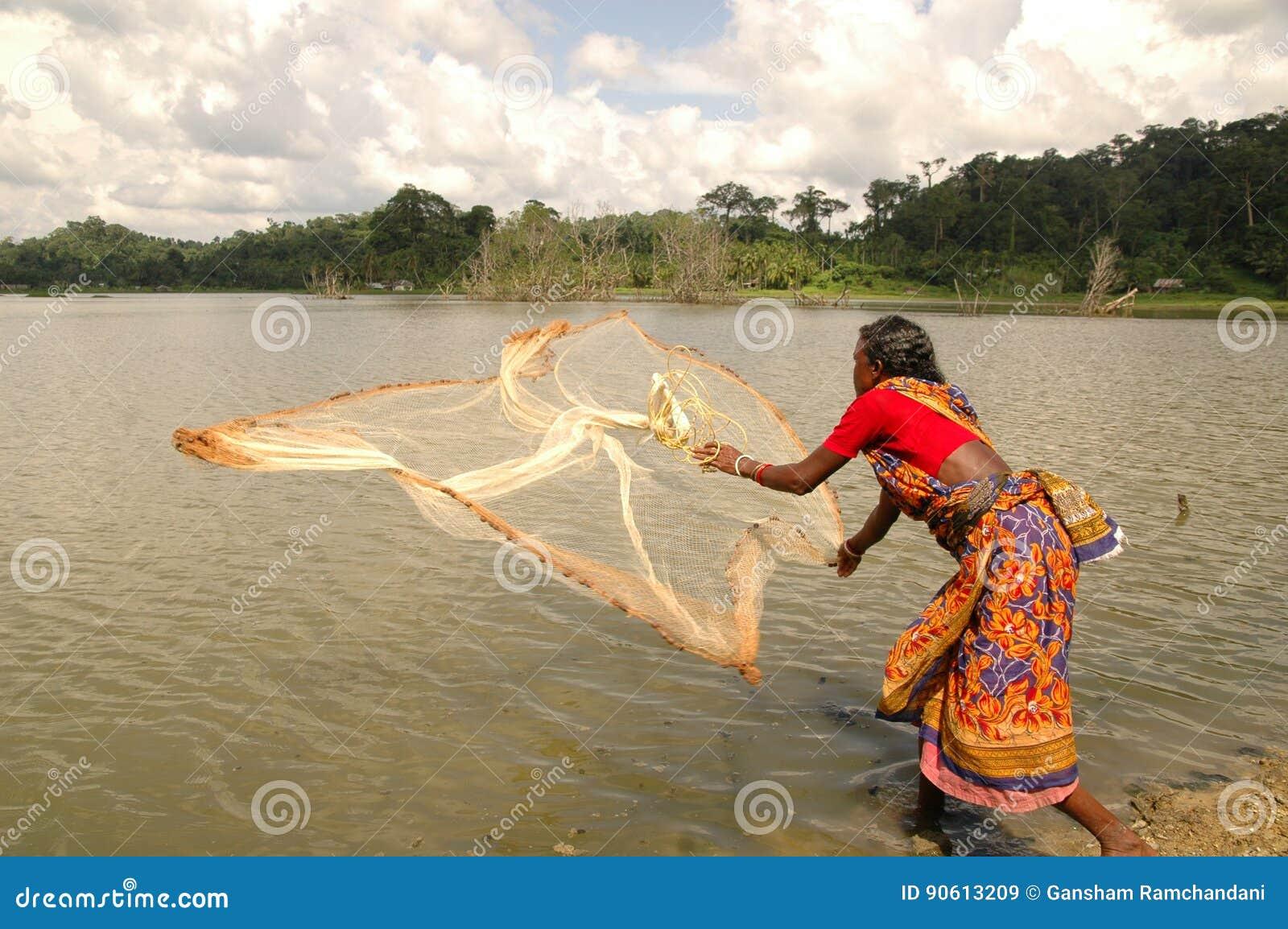 Femme apprenant la pêche