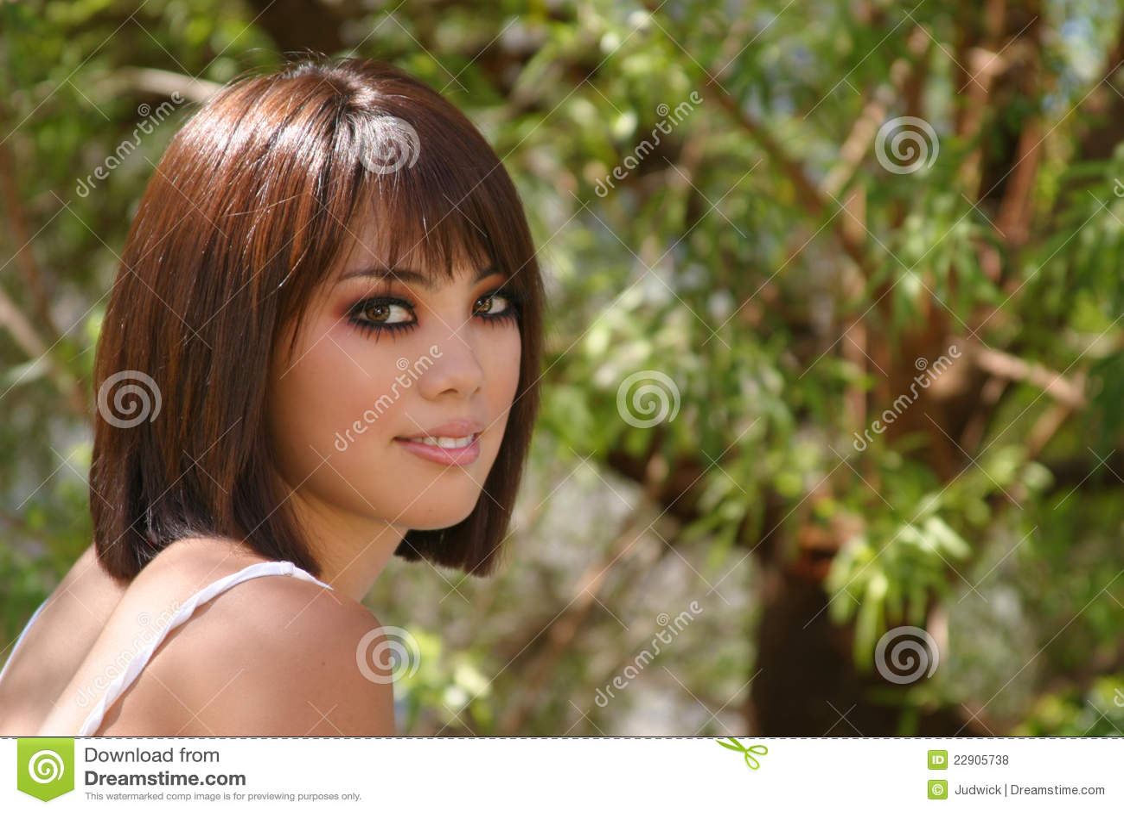 femme assez asiatique photos libres de droits image 22905738. Black Bedroom Furniture Sets. Home Design Ideas