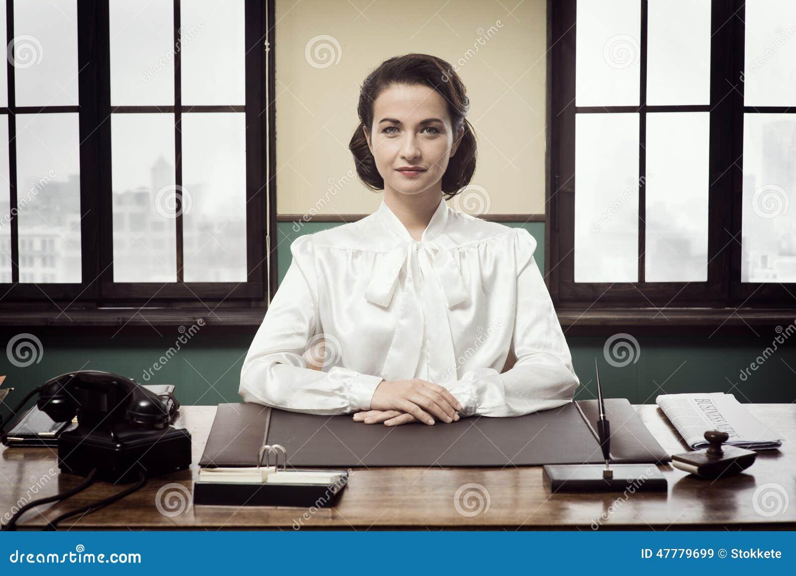 Femme attirante d affaires de vintage