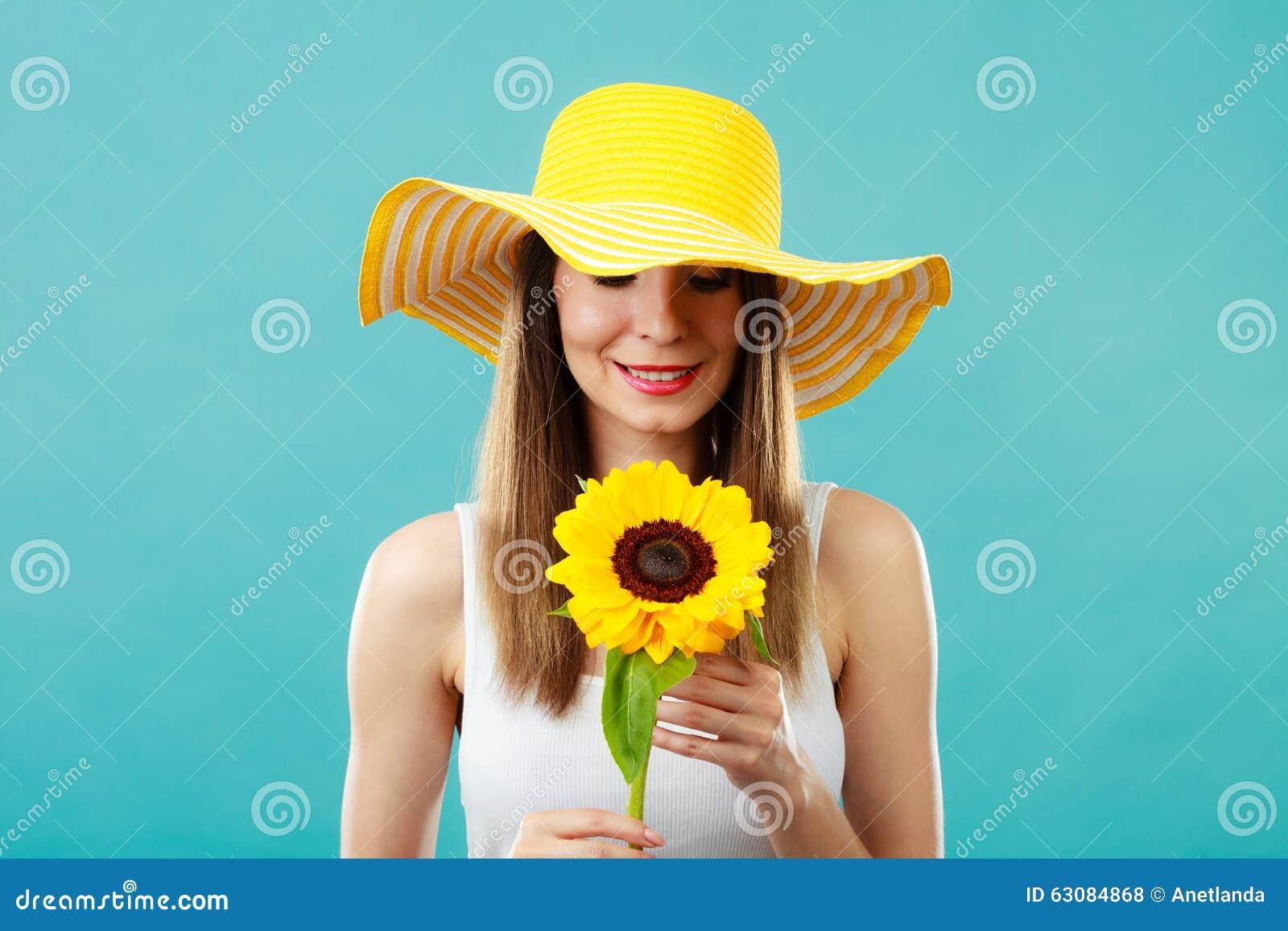 Download Femme Attirante De Portrait Avec Le Tournesol Photo stock - Image du joie, magnifique: 63084868