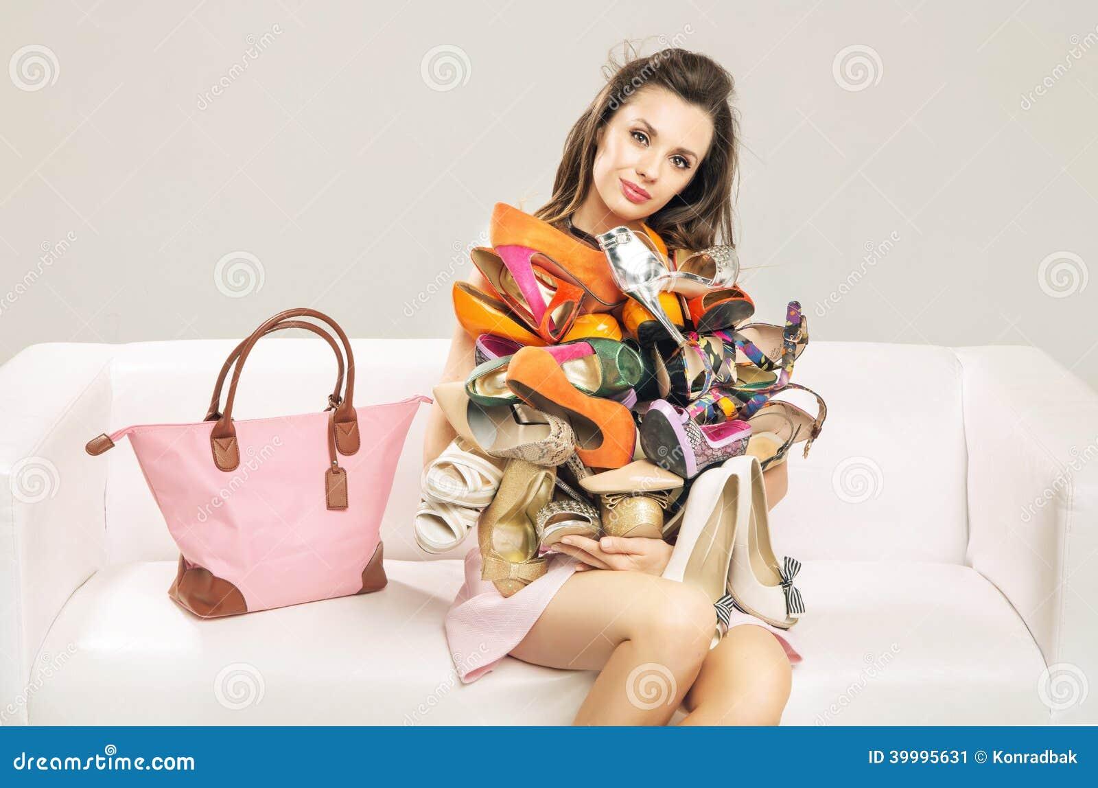 Femmes portant des chaussures