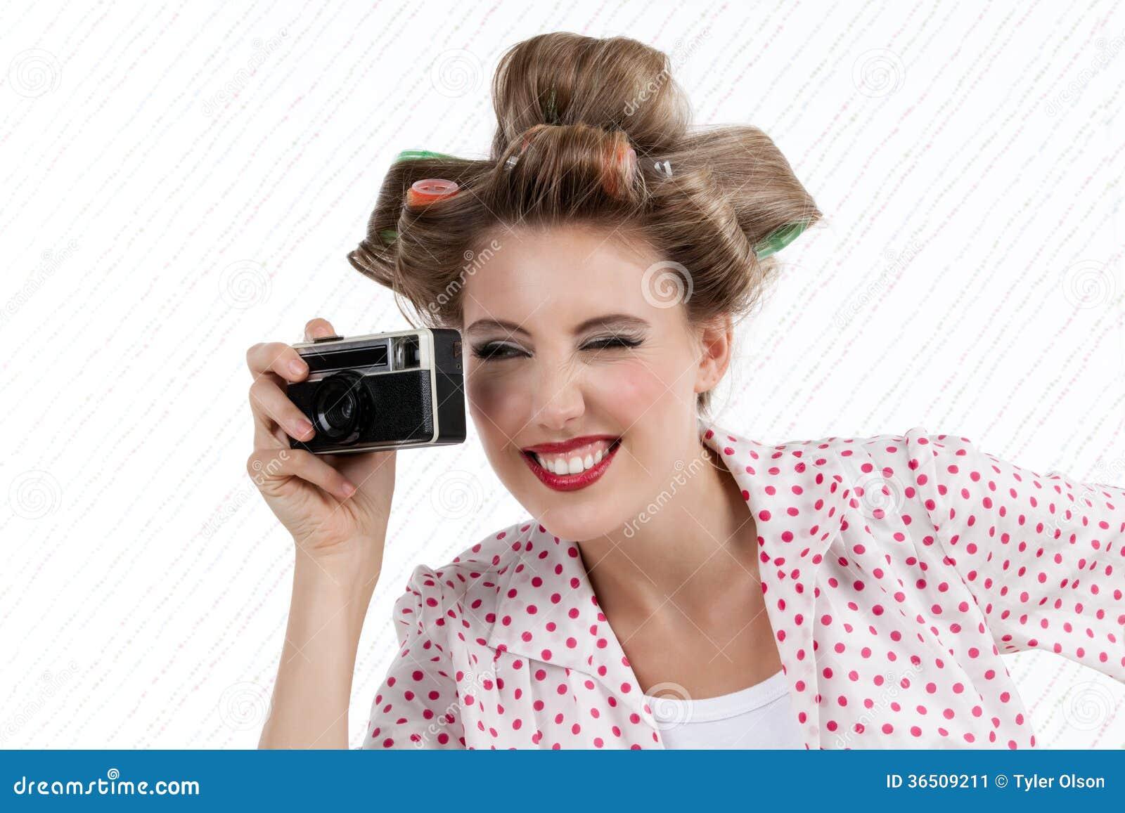 Femme avec l appareil-photo de 35mm