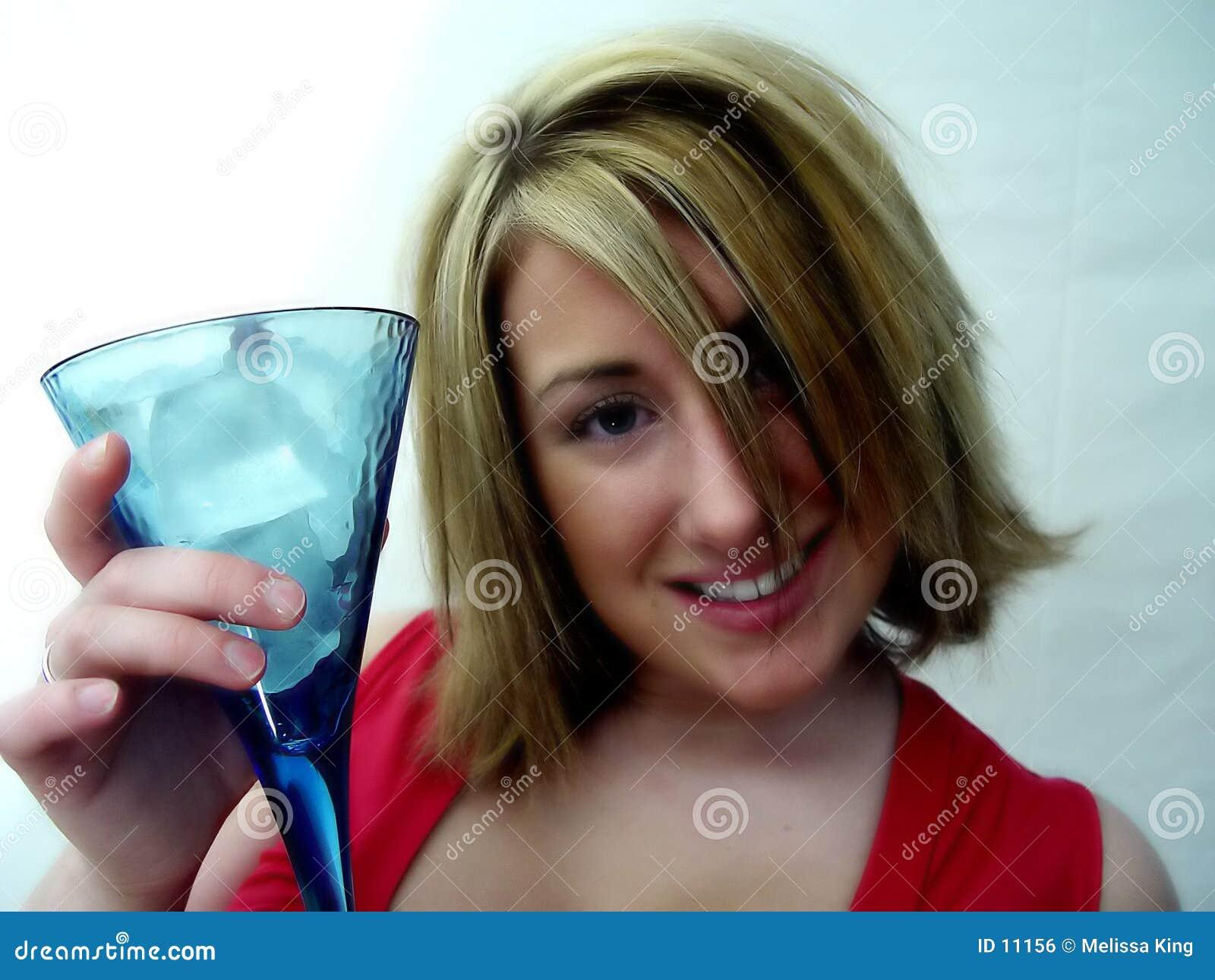 Femme avec la boisson
