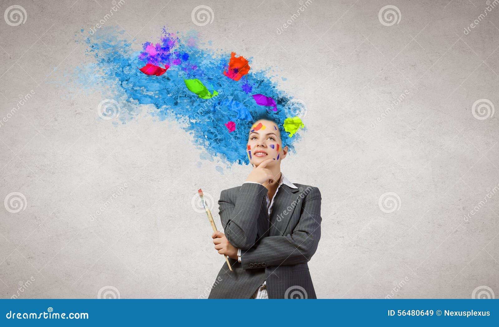 Femme avec la tête colorée