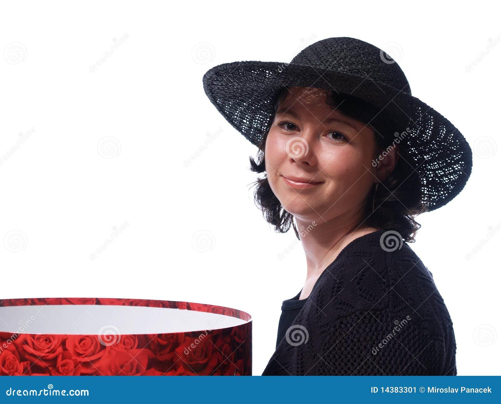 Femme avec le chapeau