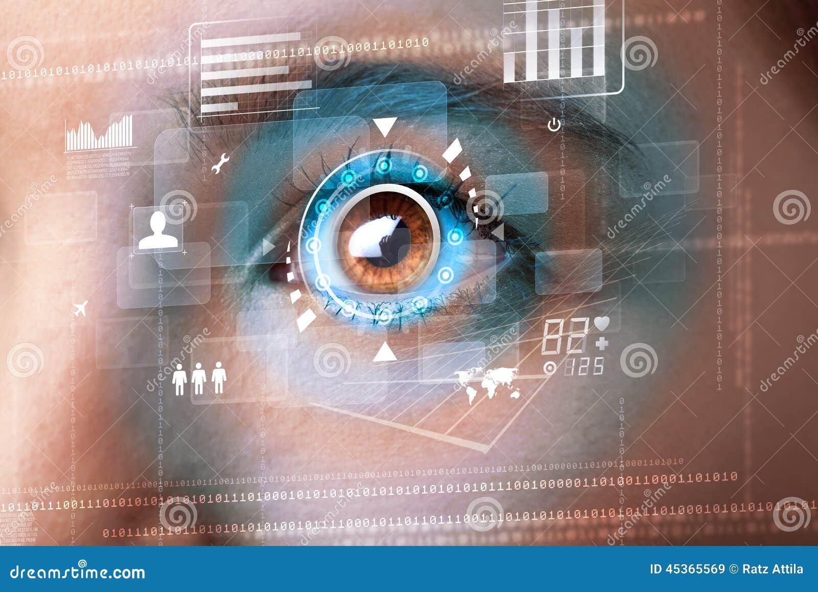 Femme avec le concept de panneau d oeil de technologie de cyber