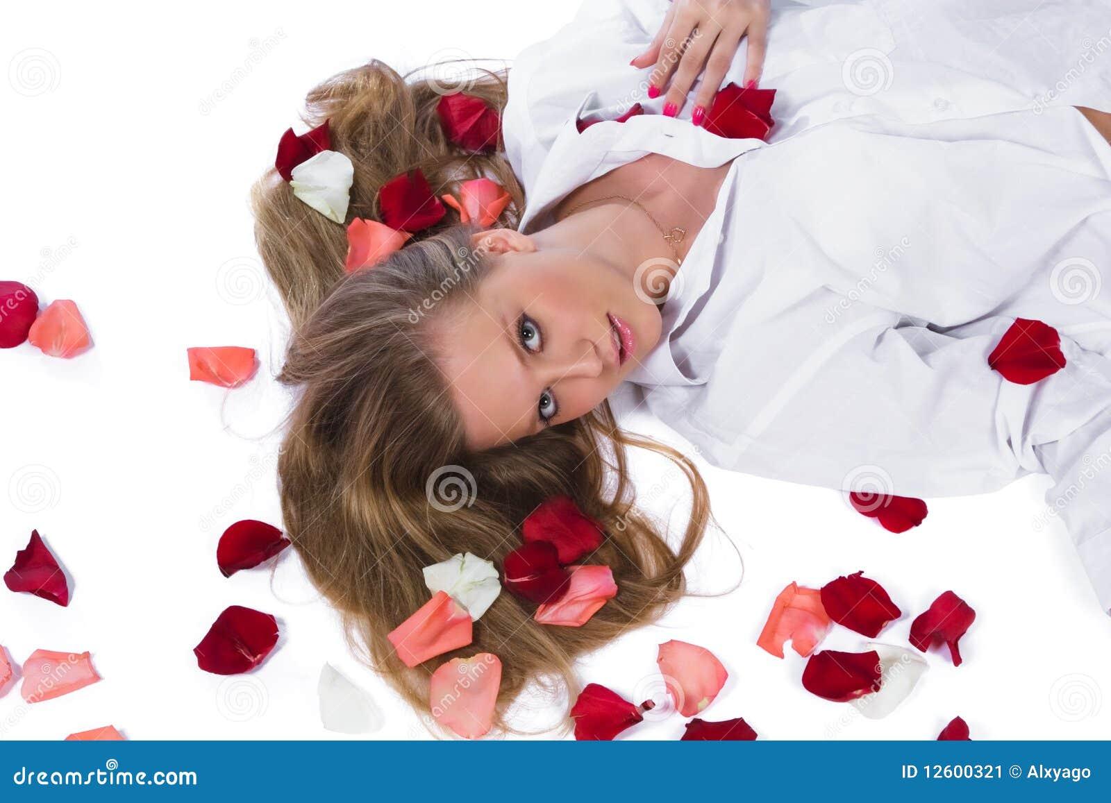 Femme avec le lever-pétale