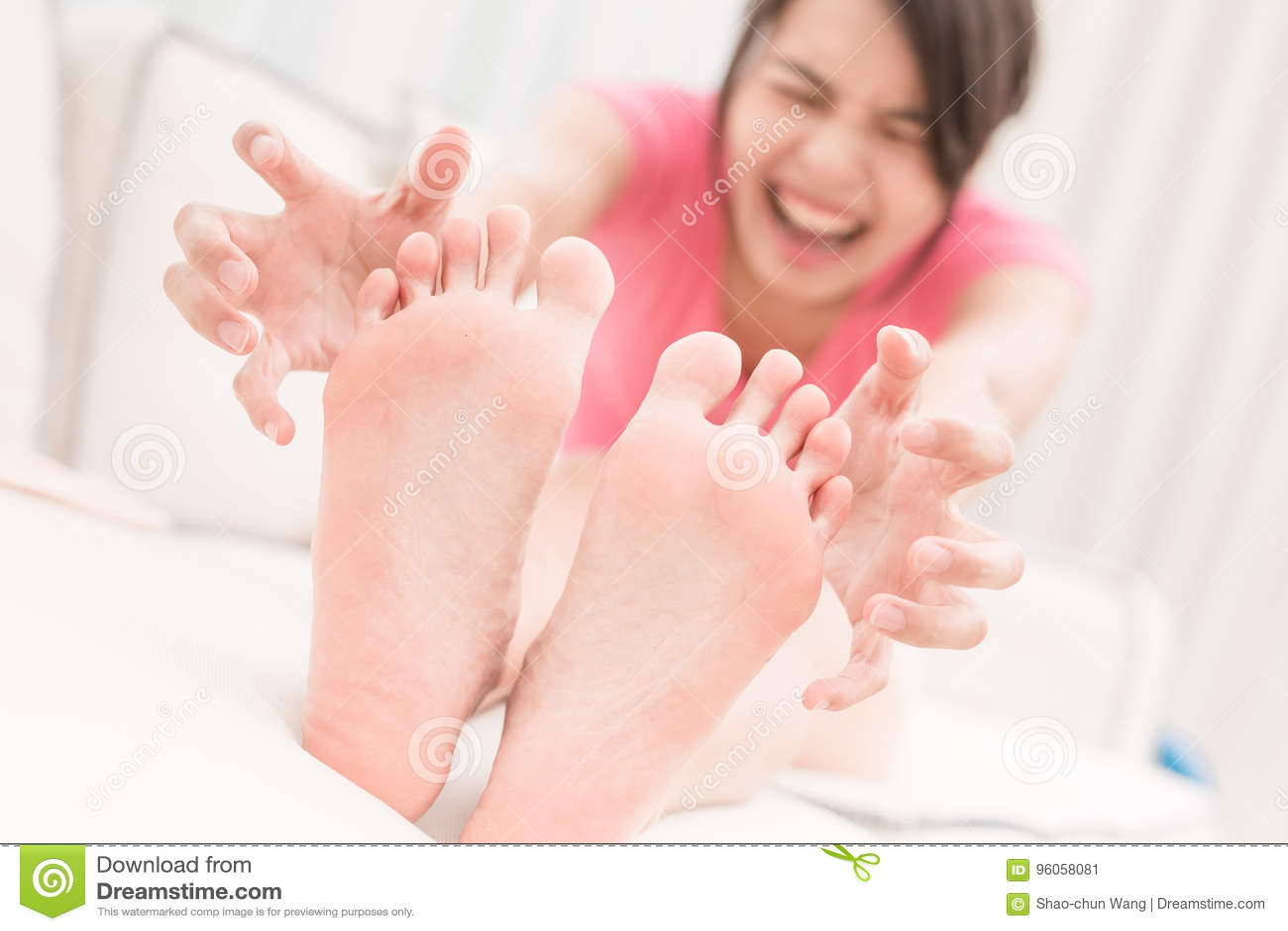 Femme avec le pied d athlète